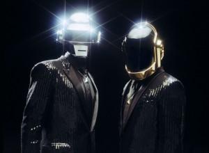 Très Chic: Die Daft Punk Roboter entdecken ihre (Über-)Menschlichkeit. / Foto: David Black.