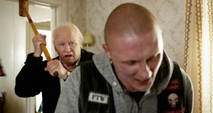 Ein alter Schwede auf der Flucht