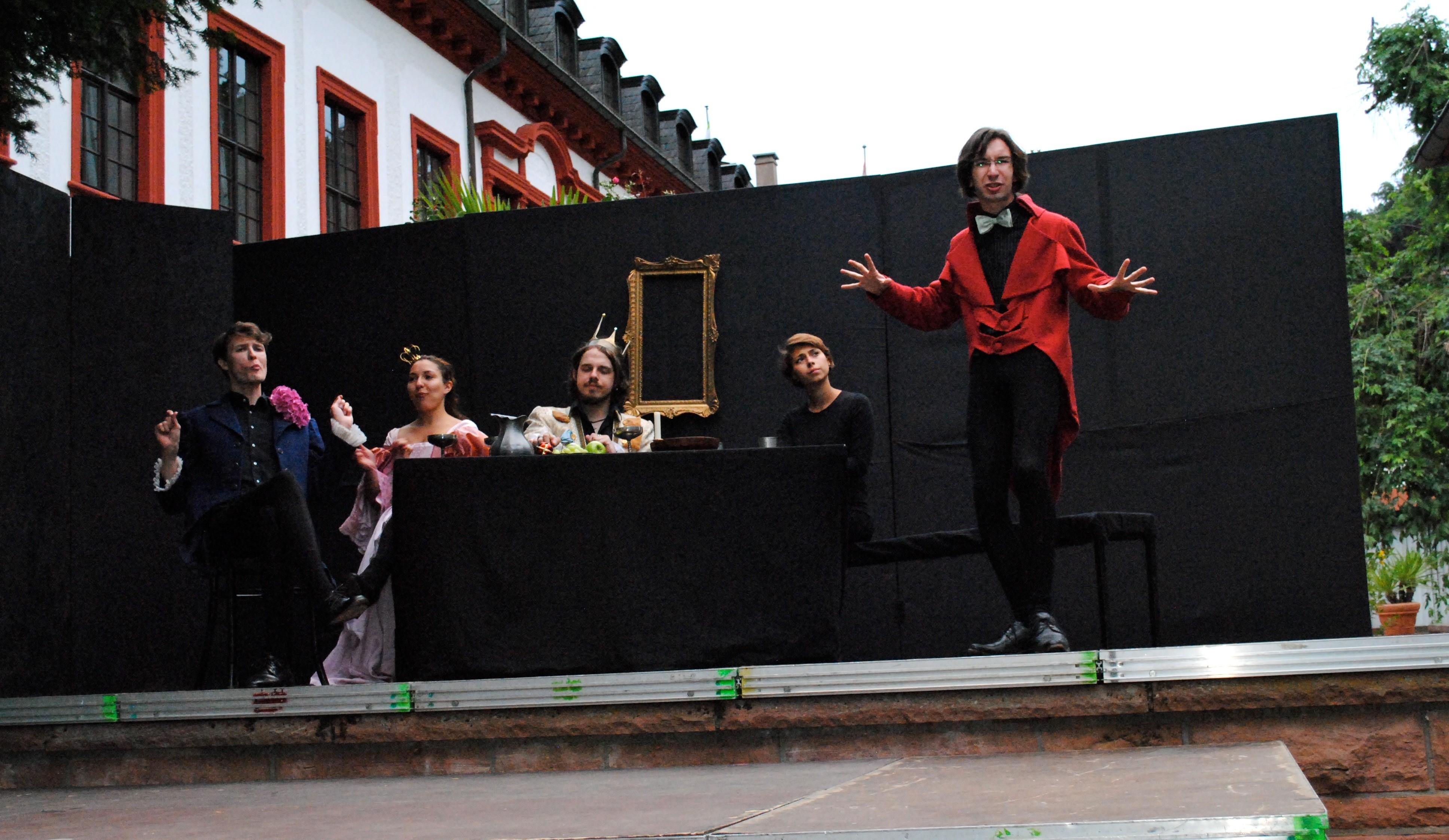 """Die Theatergruppe """"Vogelfrei"""" präsentiert jedes Jahr deutschsprachige Stücke. Diesmal ist der """"gestiefelte Kater"""" nach Ludwig Tieck an der Reihe. Foto: Christina Bauernfeind"""