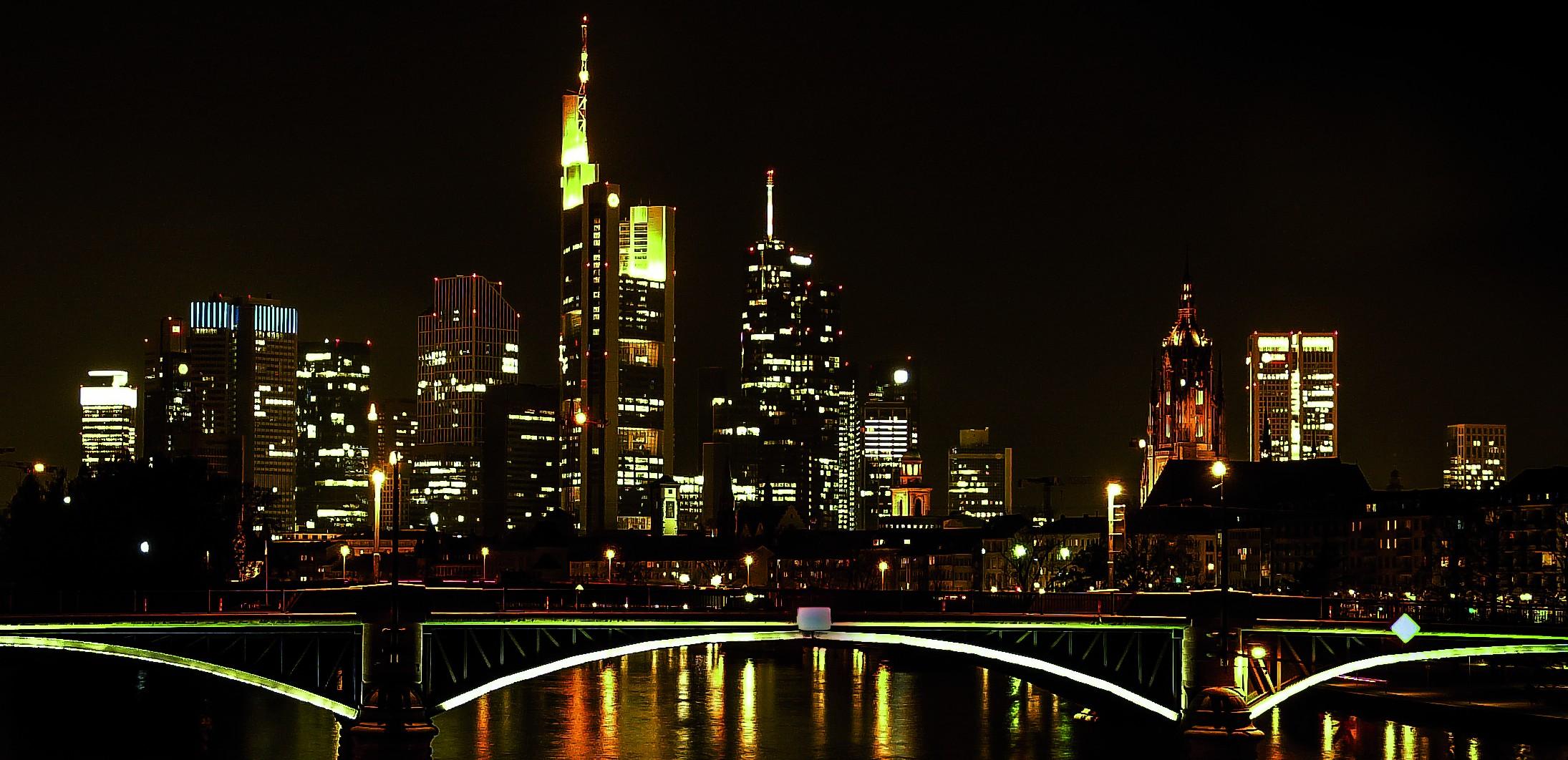 In der Volkswirtschaftslehre dominiert die neoklassische Schule Lehre und Forschung. Foto: Flickr.com/gabri_micha (https://www.flickr.com/photos/gabri_micha/13933027613/in/album-72157612076248822/) Lizenz: CC BY-NC-SA 2.0 (https://creativecommons.org/licenses/by-nc-sa/2.0/de/)