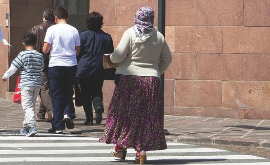 Sieht so eine typische Roma aus? Nach wie vor sind Vorurteile und Stereotype über Sinti und Roma weit verbreitet. Foto: Foto: flickr.com/blue-news.org (CC BY-SA 2.0 - https://creativecommons.org/licenses/by-nc-sa/2.0/de/)