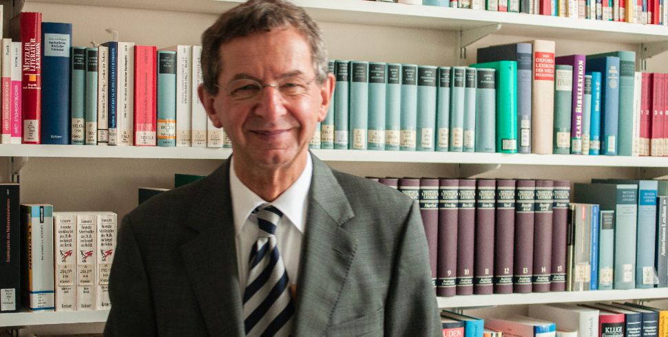 Helmuth Kiesel, Dozent am Germanistischen Seminar, beschäftigt sich mit der Deutschen Literatur des 20. Jahrhunderts. Foto: Jonas Peisker