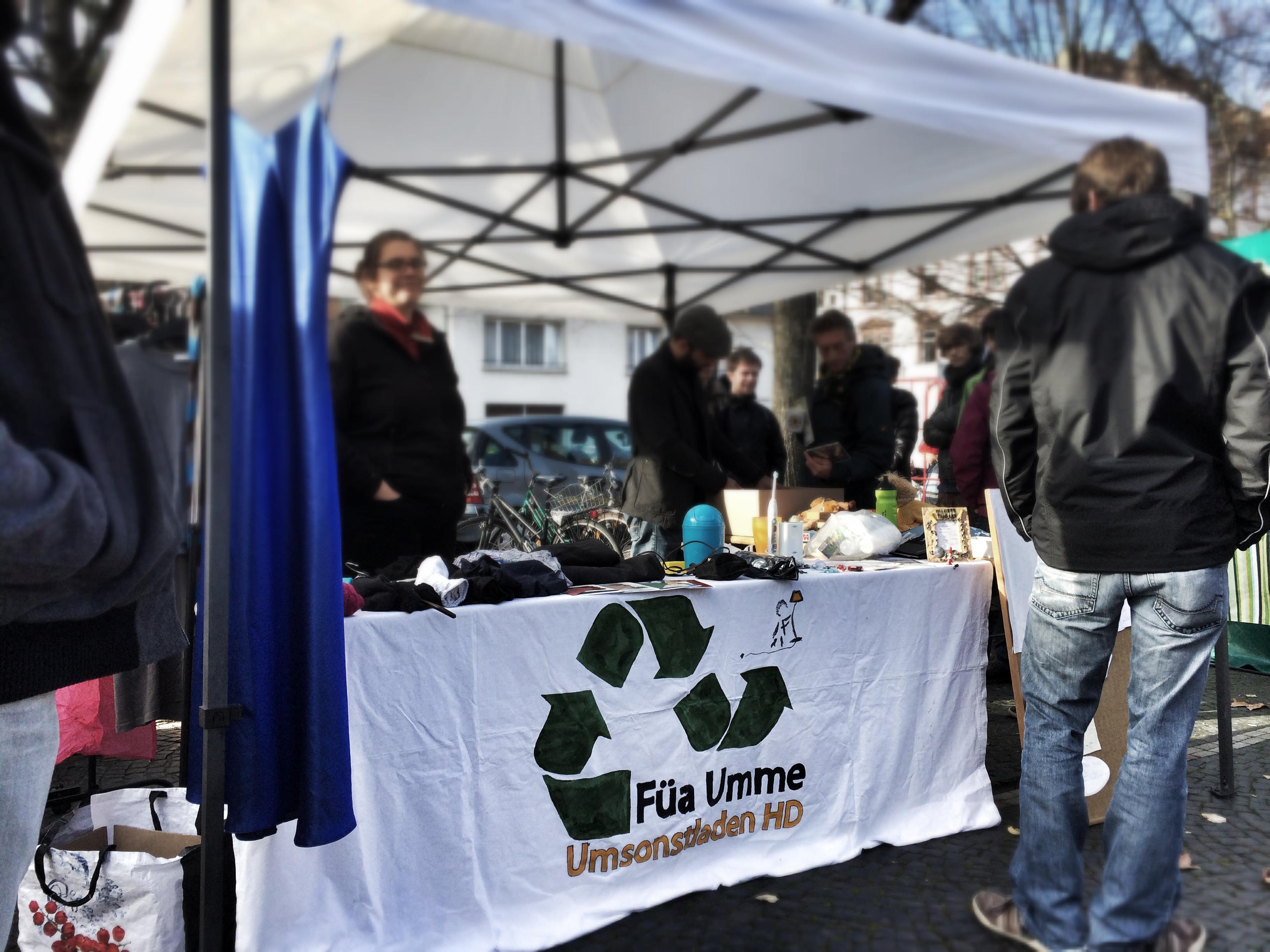 Der Umsonstladenstand auf dem Weststadtmarkt. Bild: Markus Artur Fuchs