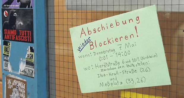 Die Blockade-Gruppe teilt sich konspirativ mit: ein Aushang an den Räumen des StuRa. Bild: Daniel Chatard.