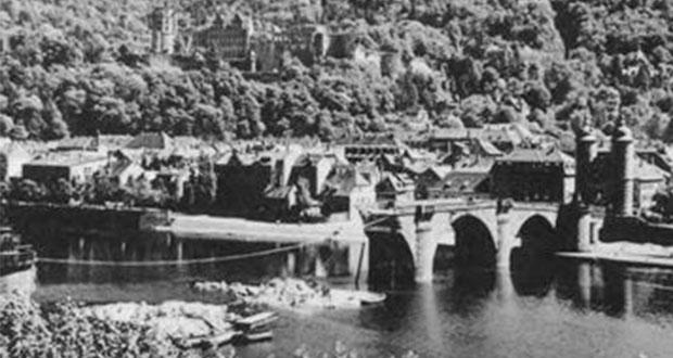 Am Abend des 29. März sprengen die Nazis die Alte Brücke. Bild: wikimedia commons/ Unknown member of 101st Cavalry