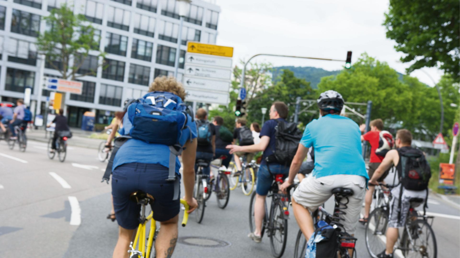 Für die Critical Mass gelten die selben Verkehrsregeln wie für ein einzelnes Auto. Bild: Dominik Waibel