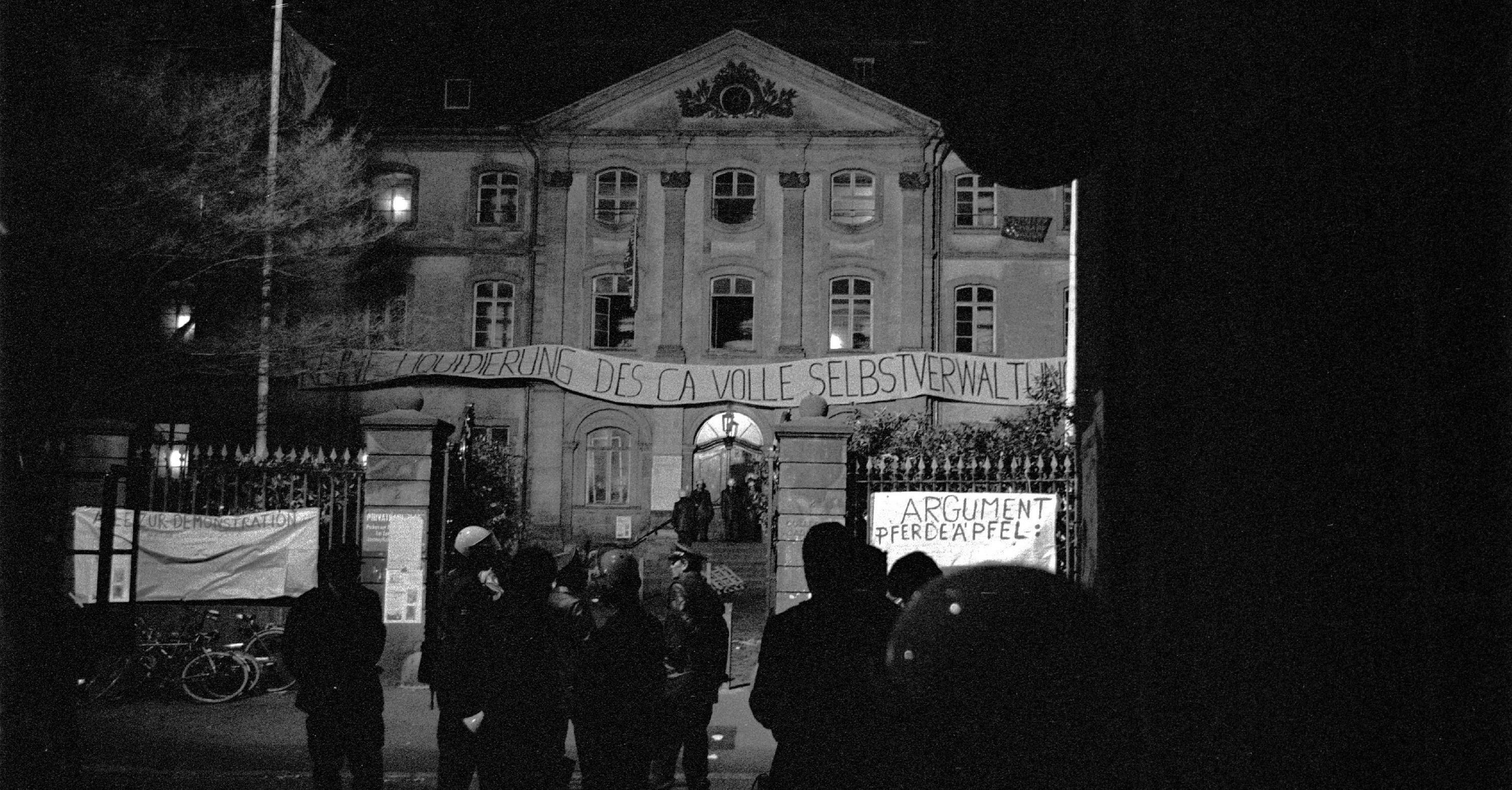 Die Nacht der polizeilichen Räumungen des besetzten CA-Gebäudes, 6. März 1978. Bild: Johannes Lindenmeyer