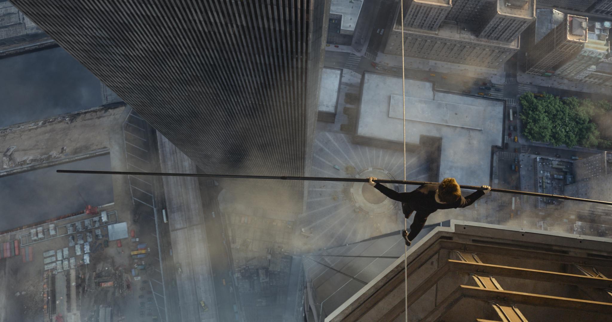 Balanceakt: Philippe Petit (Joseph Gordon-Levitt) über dem 417 Meter tiefen Abgrund. Bild: Sony Pictures