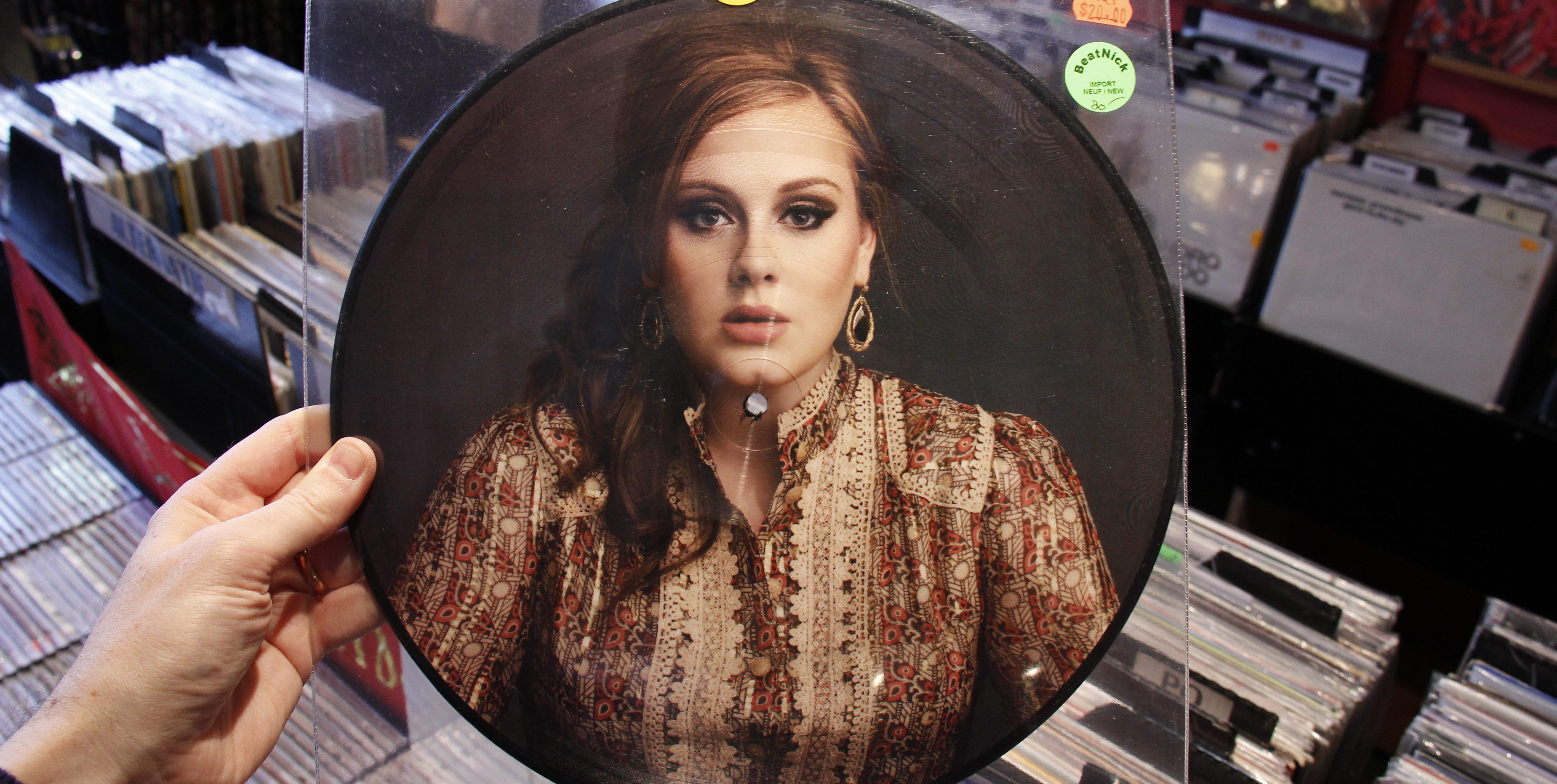 """Adeles neues Album """"25"""" belegt zur Zeit Platz 2 der deutschen Albumcharts. Bild: flickr.com @HayeurJF CC BY-SA 2.0"""
