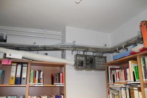Alte Kabelstränge durchziehen alle Räume des StuRa-Büros.