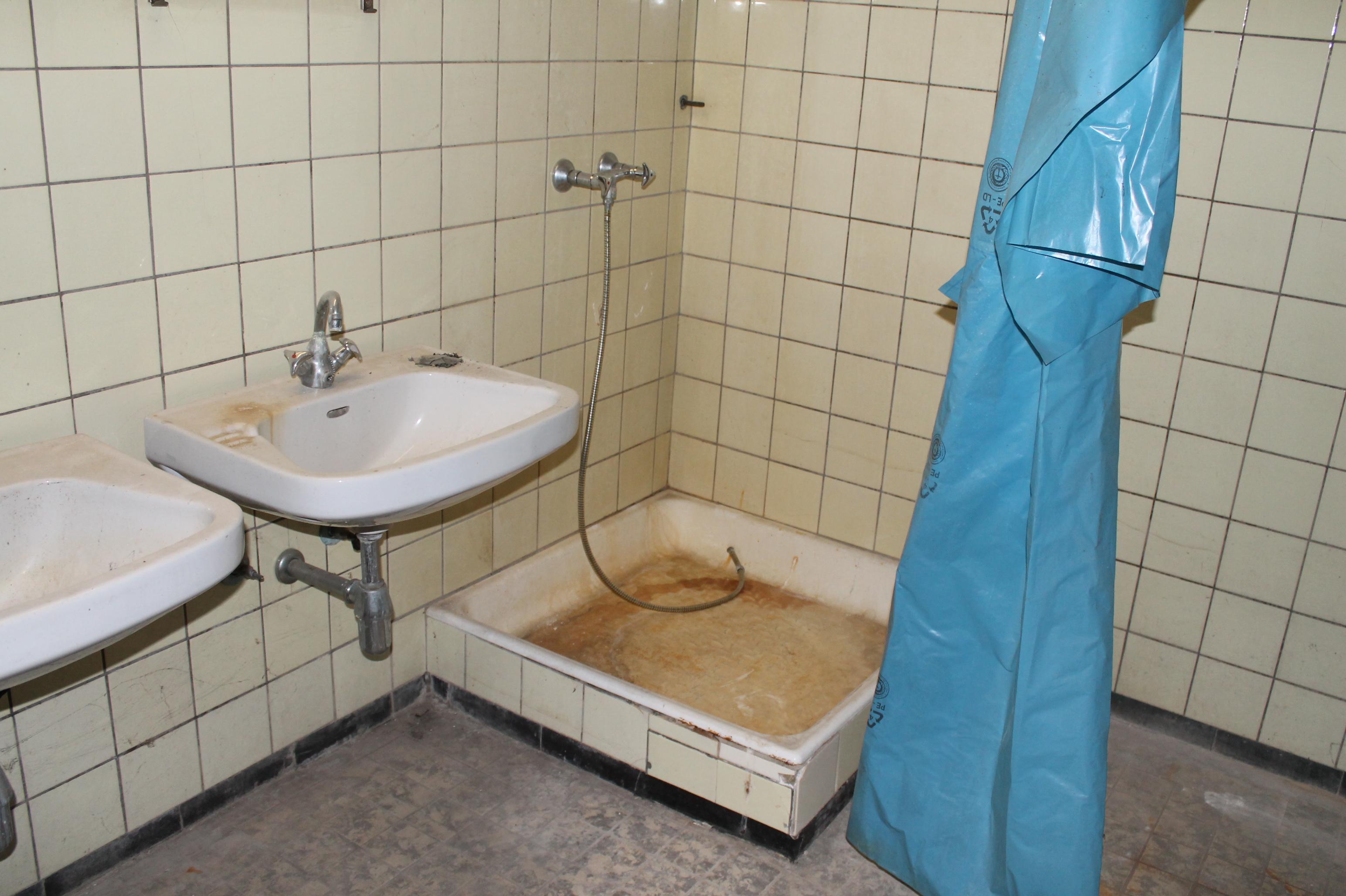 Horrorfilmkulisse oder hygienische Waschgelegenheit? (Bilder: Esther Lenhardt)