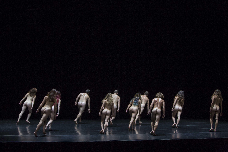 """""""Antes"""" – Puristische Menschwerdung von der Compagnie Alias um Guilherme Botelho wird am 27. Januar um 19:30 Uhr im Marguerre-Saal des Theater Heidelberg zu sehen sein. Foto: Gregory Batardon"""