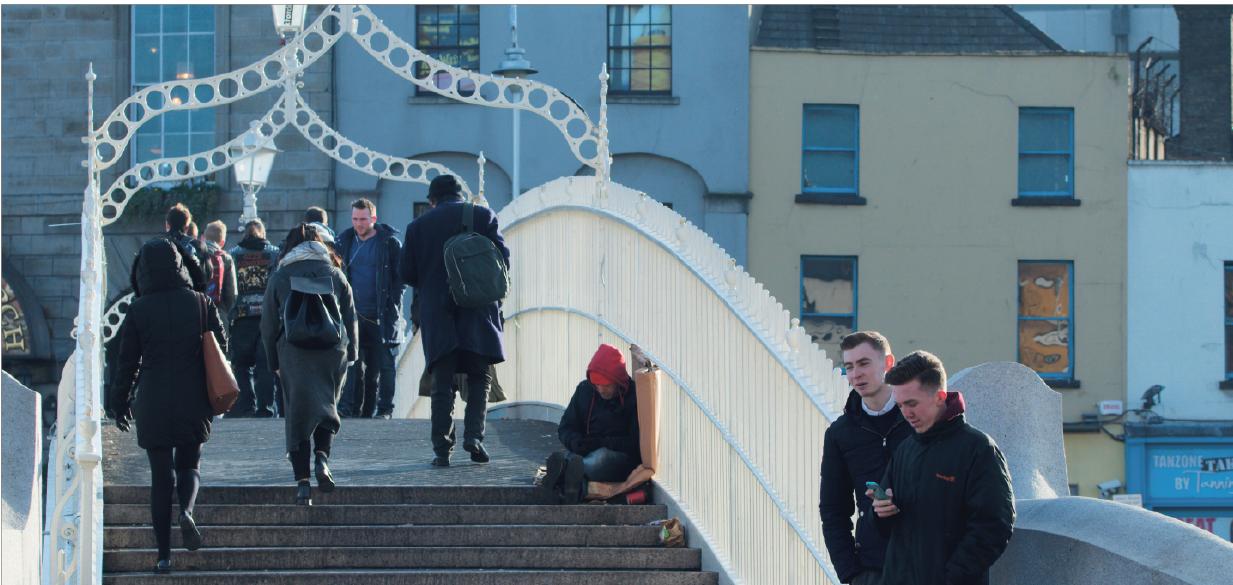 Es gibt keine Tageszeit, zu der auf der Ha'penny Bridge niemand um Almosen bettelt. Foto: Jonas Peisker