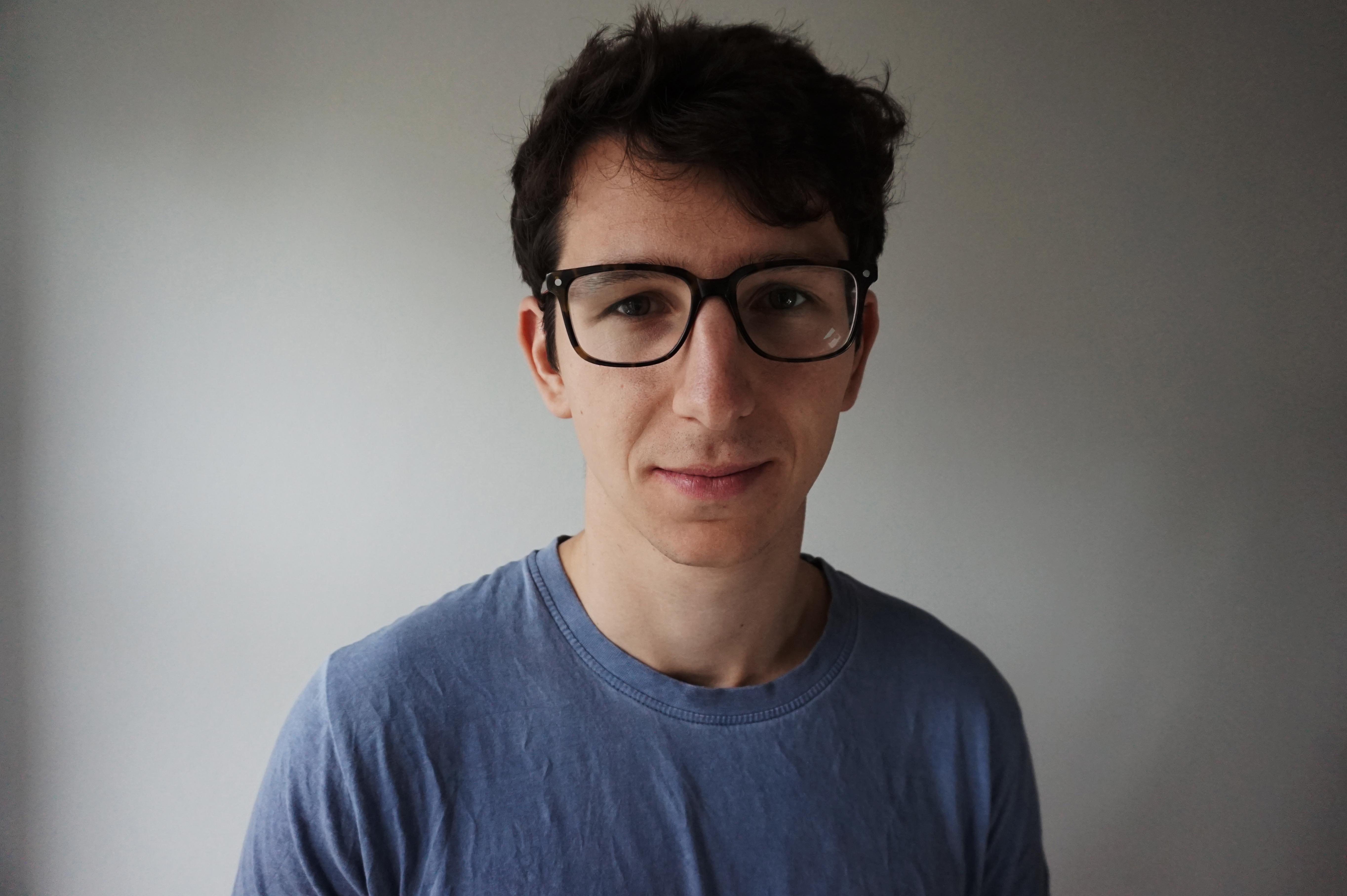 Felix Hackenbruch ist freischaffender Journalist in Berlin und arbeitet dort für den Radiosender Multicult.fm. Bild: Dominik Lehmann.