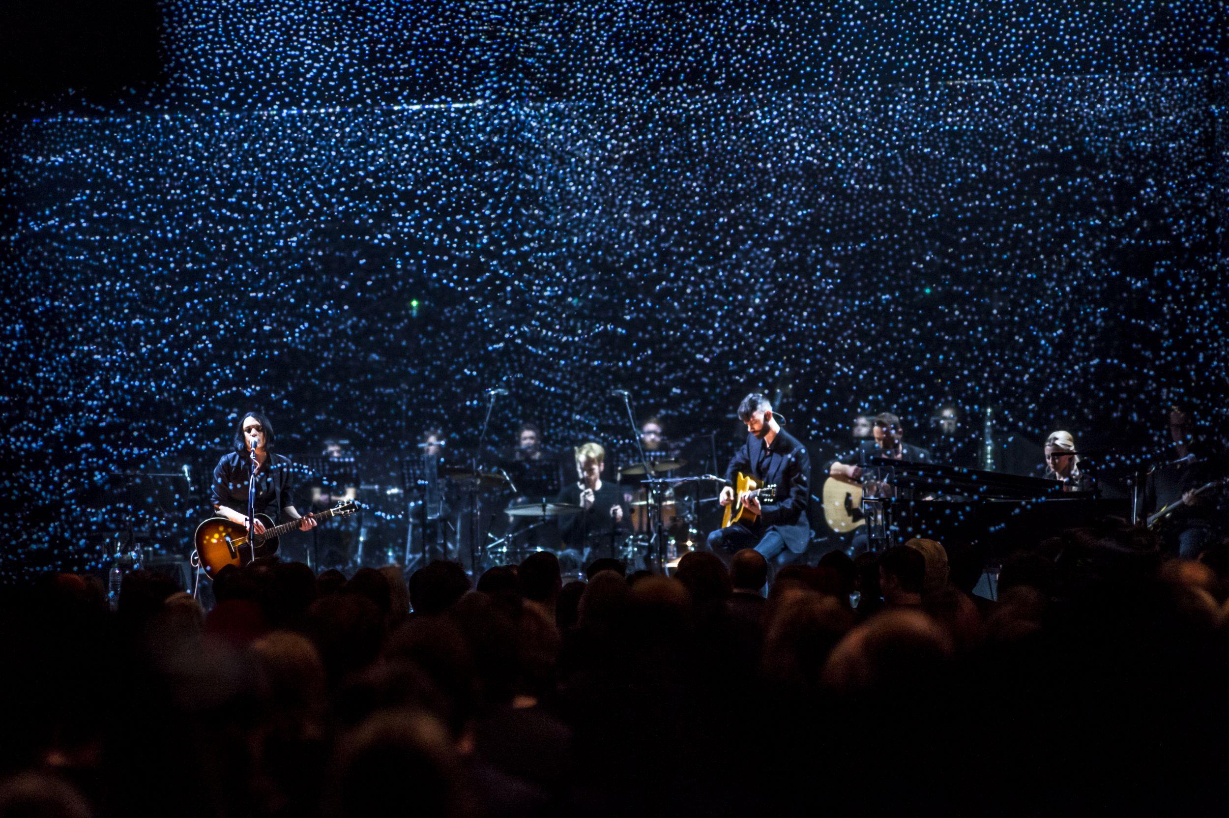 Mit stimmigen visuellen Effekten untermalen Placebo ihre Performance. Bild: Universal Music Enterprises