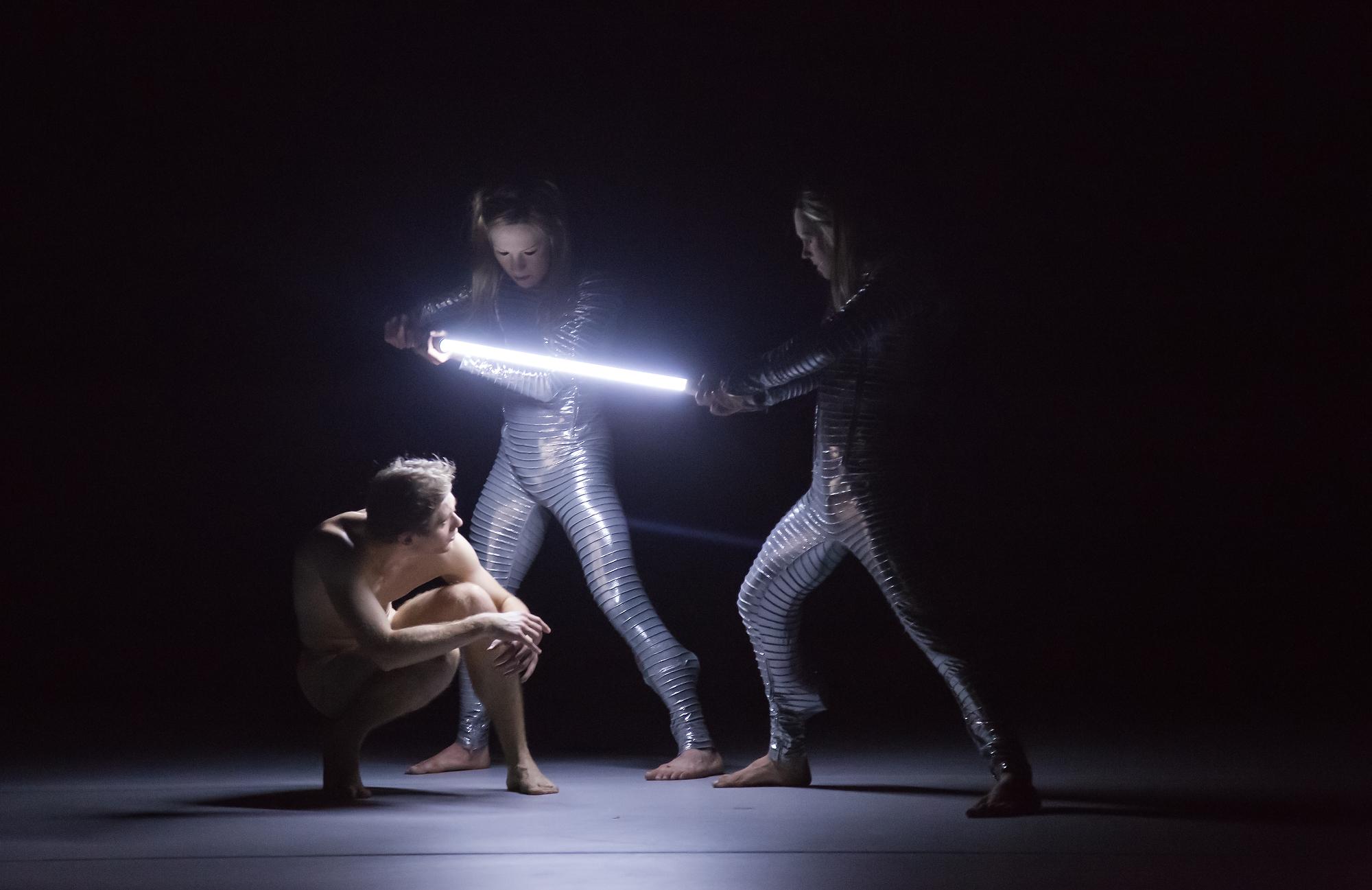 """aus der Produktion """"Silver"""" der Dance Company Nanine Linning (Theater Heidelberg) Foto: Annemone Taake"""