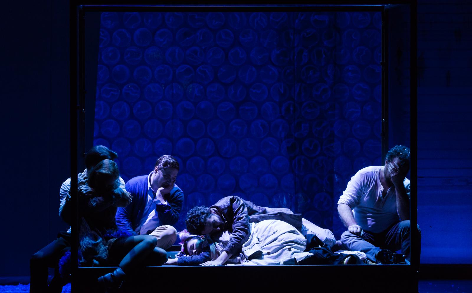 Das Spiel ist aus. Gemeinsam. Viertes Bild, Mimìs Tod. Foto: Annemone Taake.
