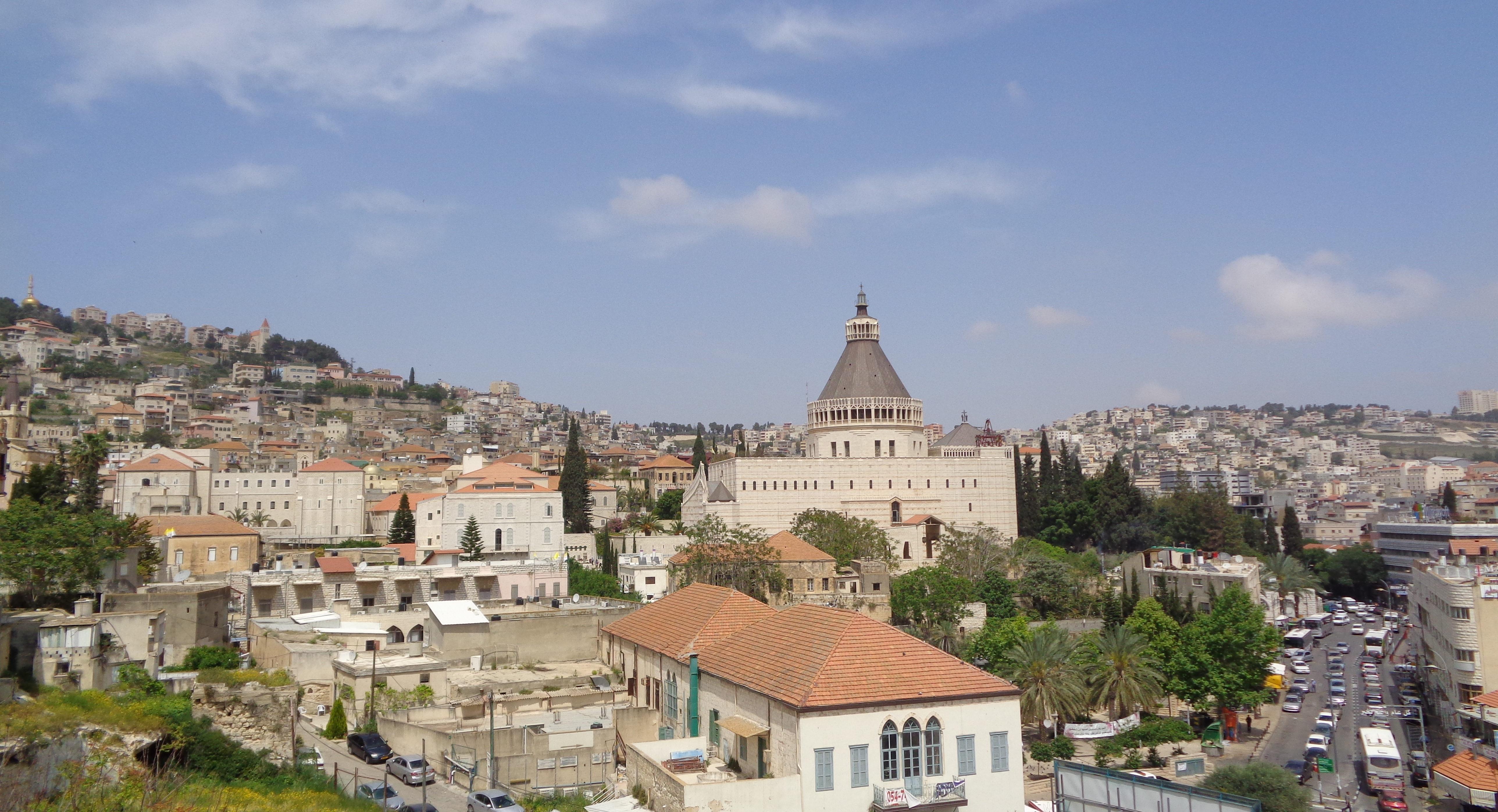 Blick über die Altstadt Nazareths mit seiner markanten Verkündigungsbasilika. Hier soll das Zentrum der arabischen Start-up-Szene in Israel entstehen. Bild: Monika Witzenberger