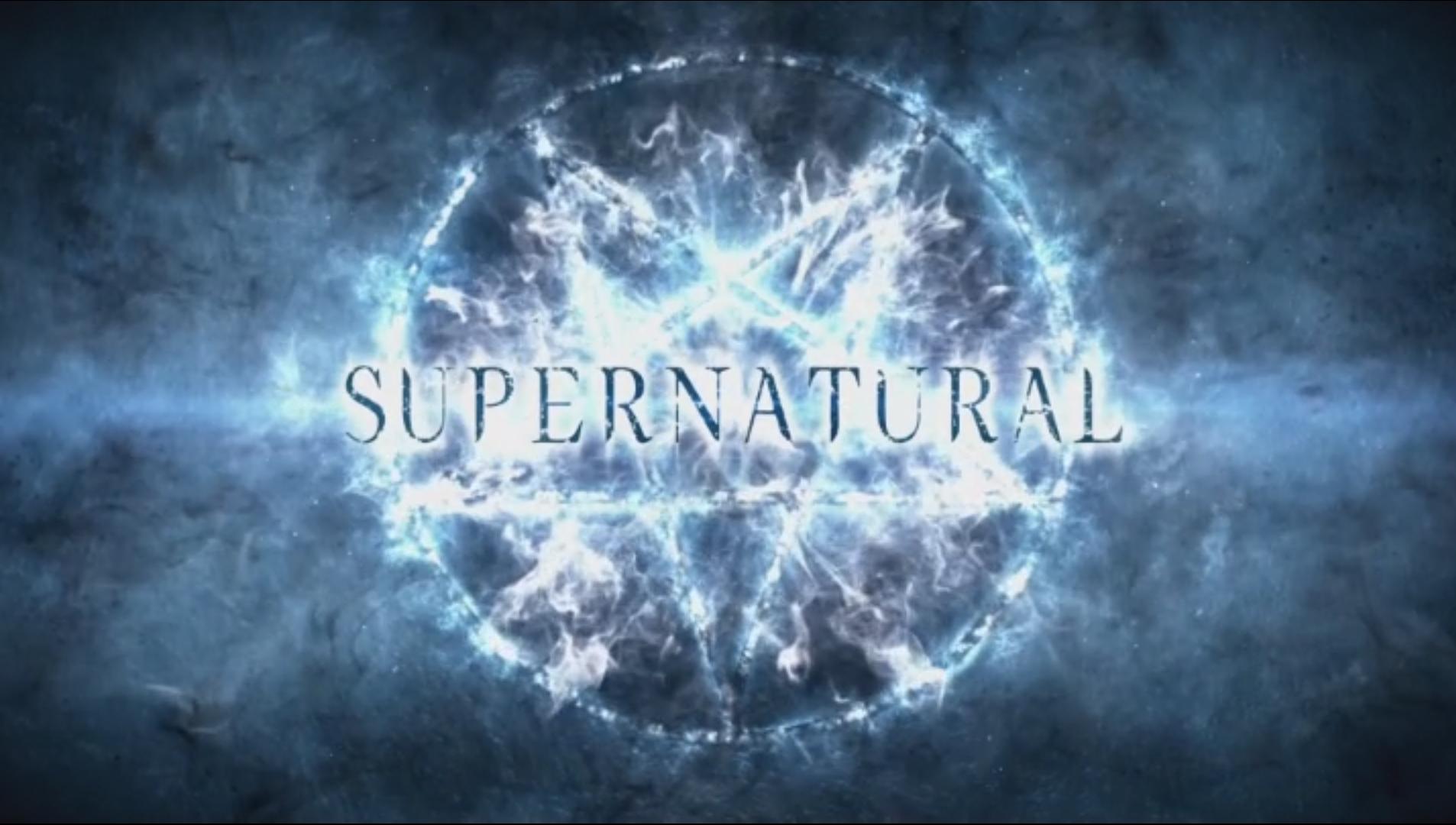 """Schriftzug """"Supernatural"""" vor leuchtendem Drudenfuß"""