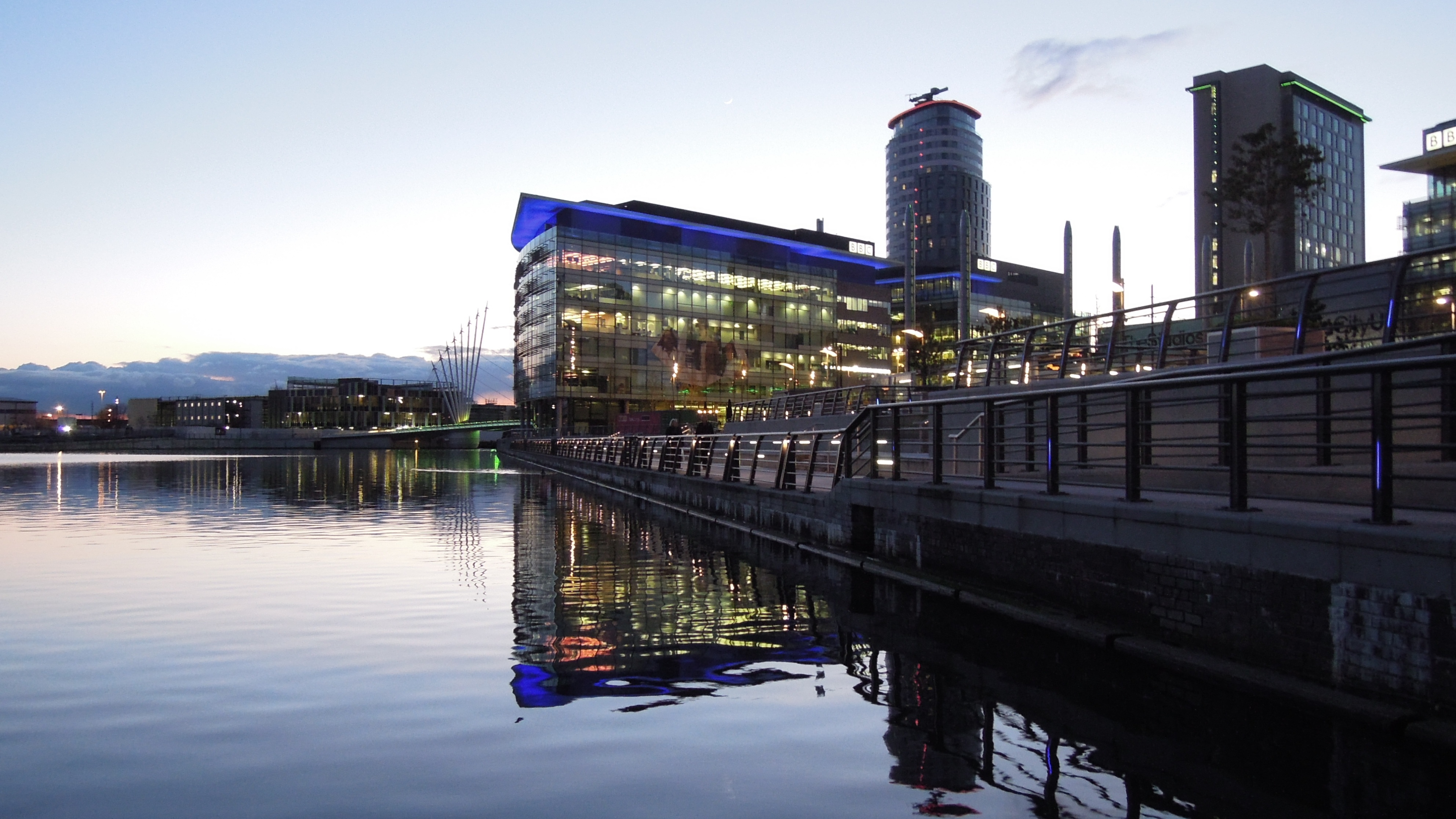 Media City Manchester bei Nacht