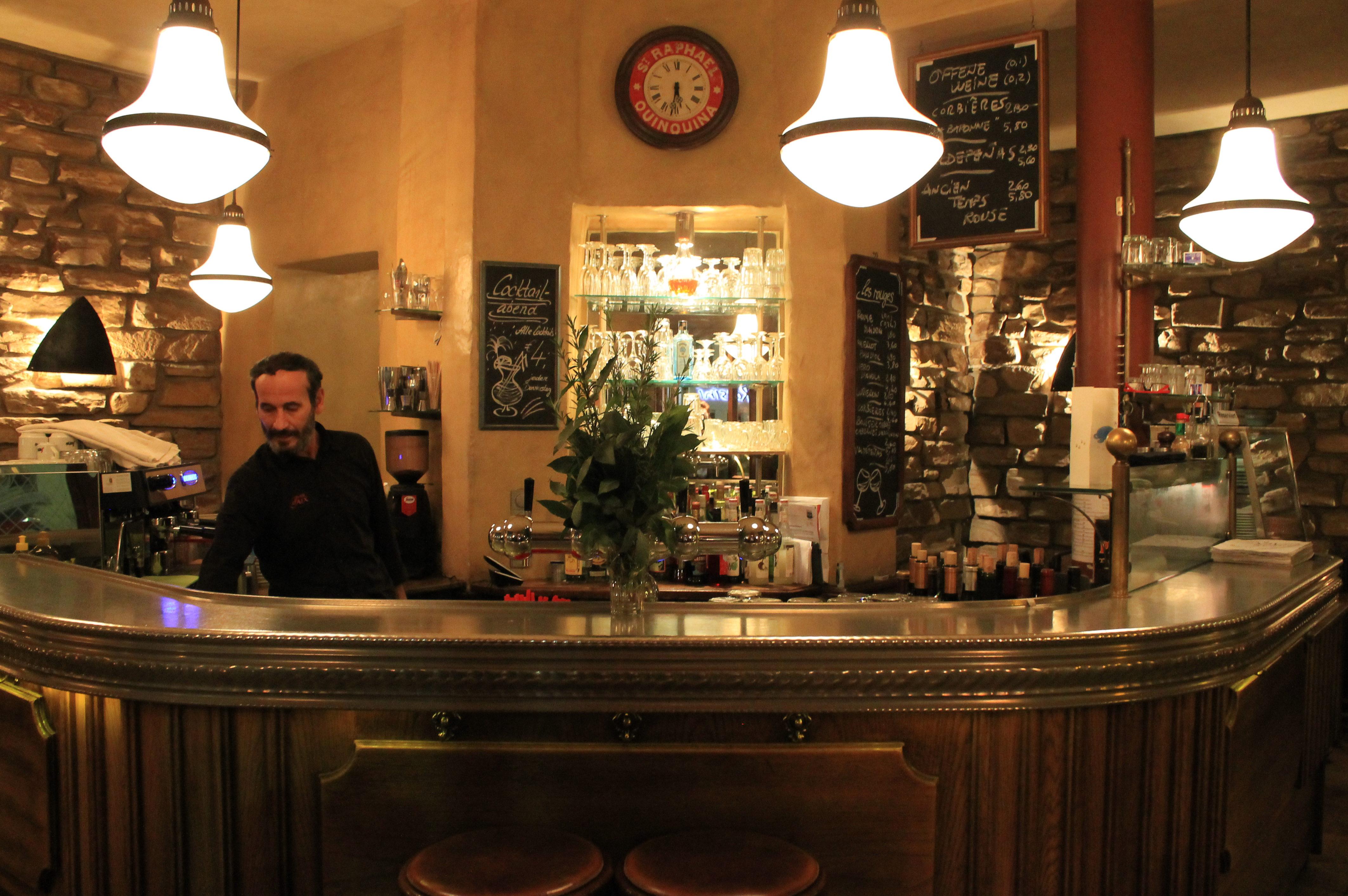 Sie läd zum Verweilen ein: Die Bar d'Aix en Provence in Neuenheim. Bild: Maren Kaps