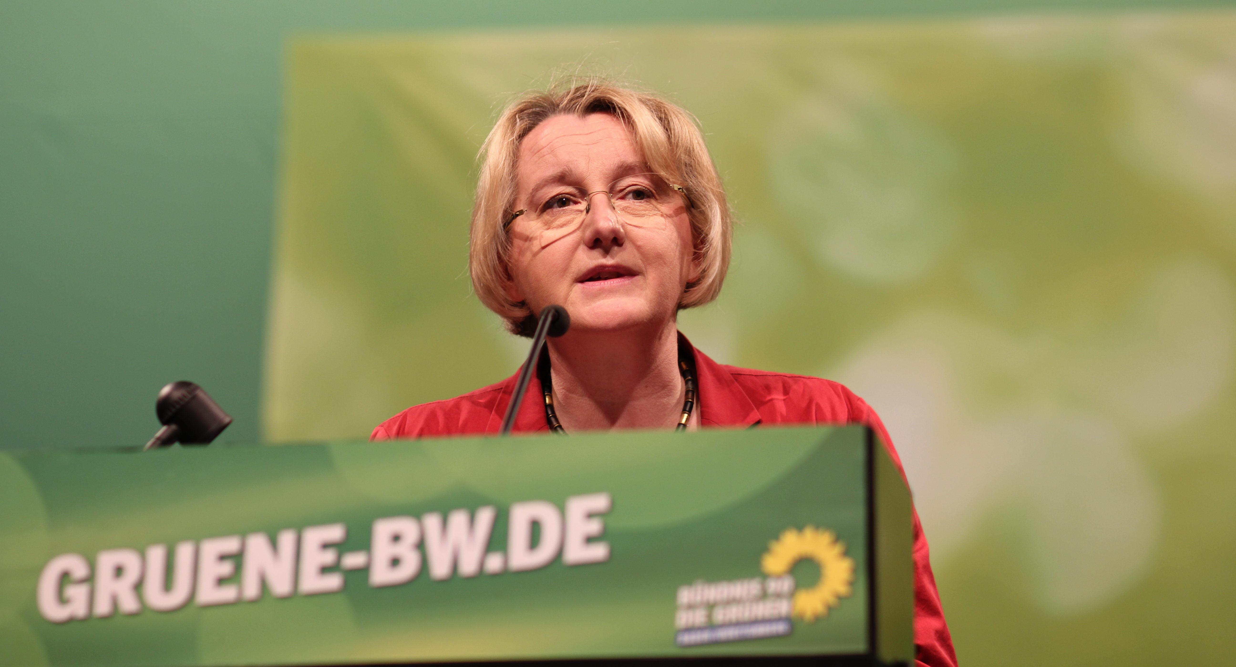 Die Wissenschaftsministerin Theresia Bauer möchte die Kompetenzen der VS beschneiden. Bild: flickr.com, Bündnis 90/Die Grünen Baden-Württemberg (https://flic.kr/p/pJ7gdNhhz) CC BY-SA 2.0  (https://creativecommons.org/licenses/by-sa/2.0/de/)