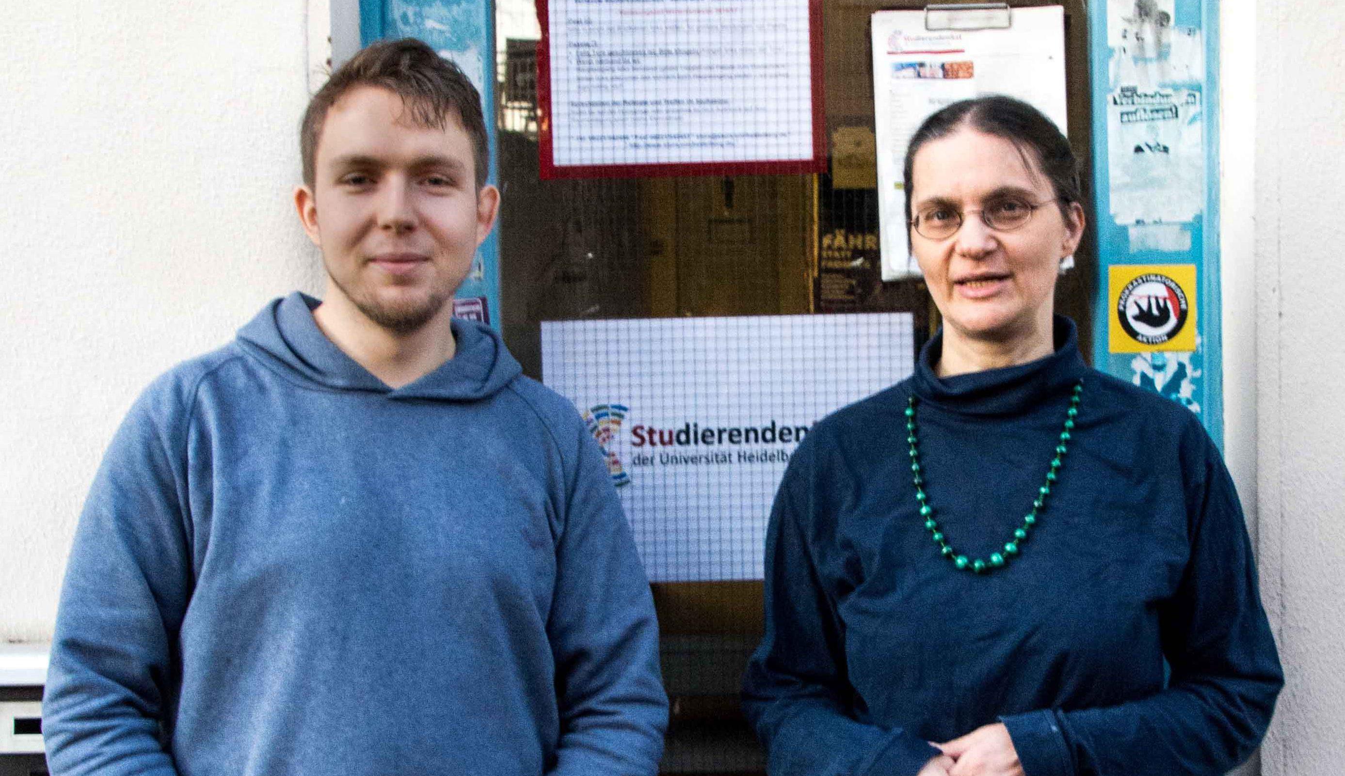 Der neue Vorsitz: Wolf und Kirsten vor dem StuRa-Büro. Foto:  Philip Hiller