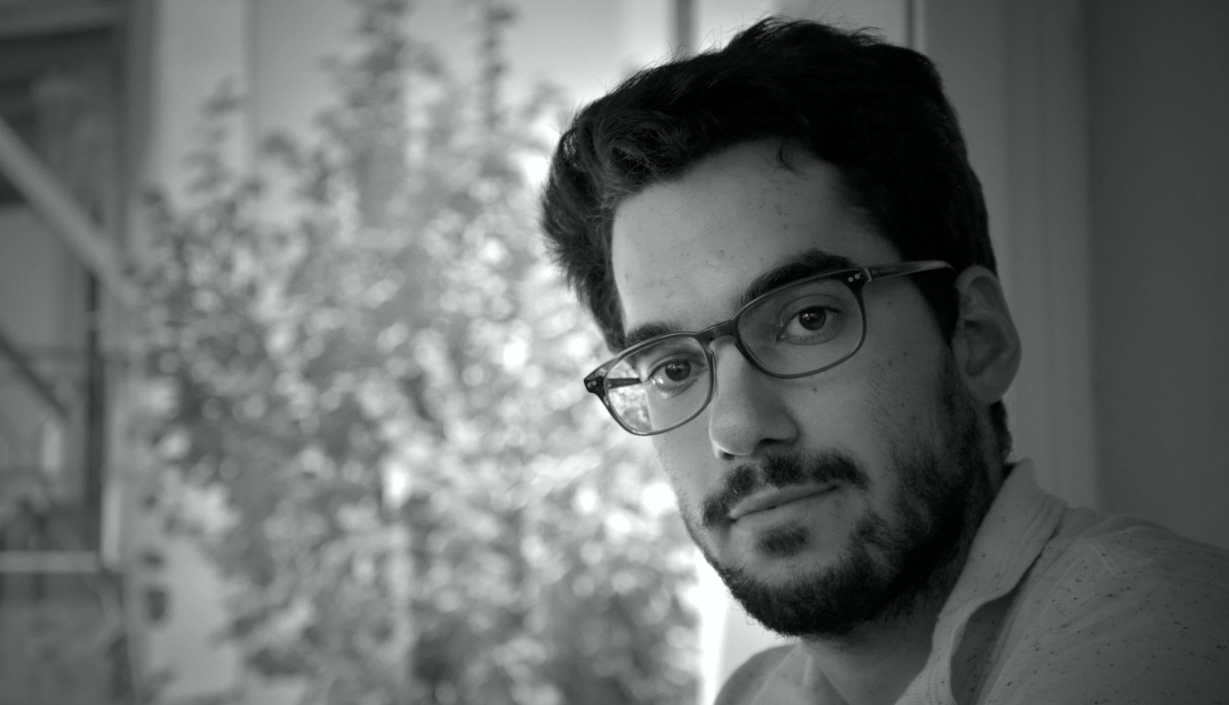 """Safak Saricicek gelang mit 24 Jahren sein Lyrikdebüt """"Spurensuche"""". Bilder: privat"""