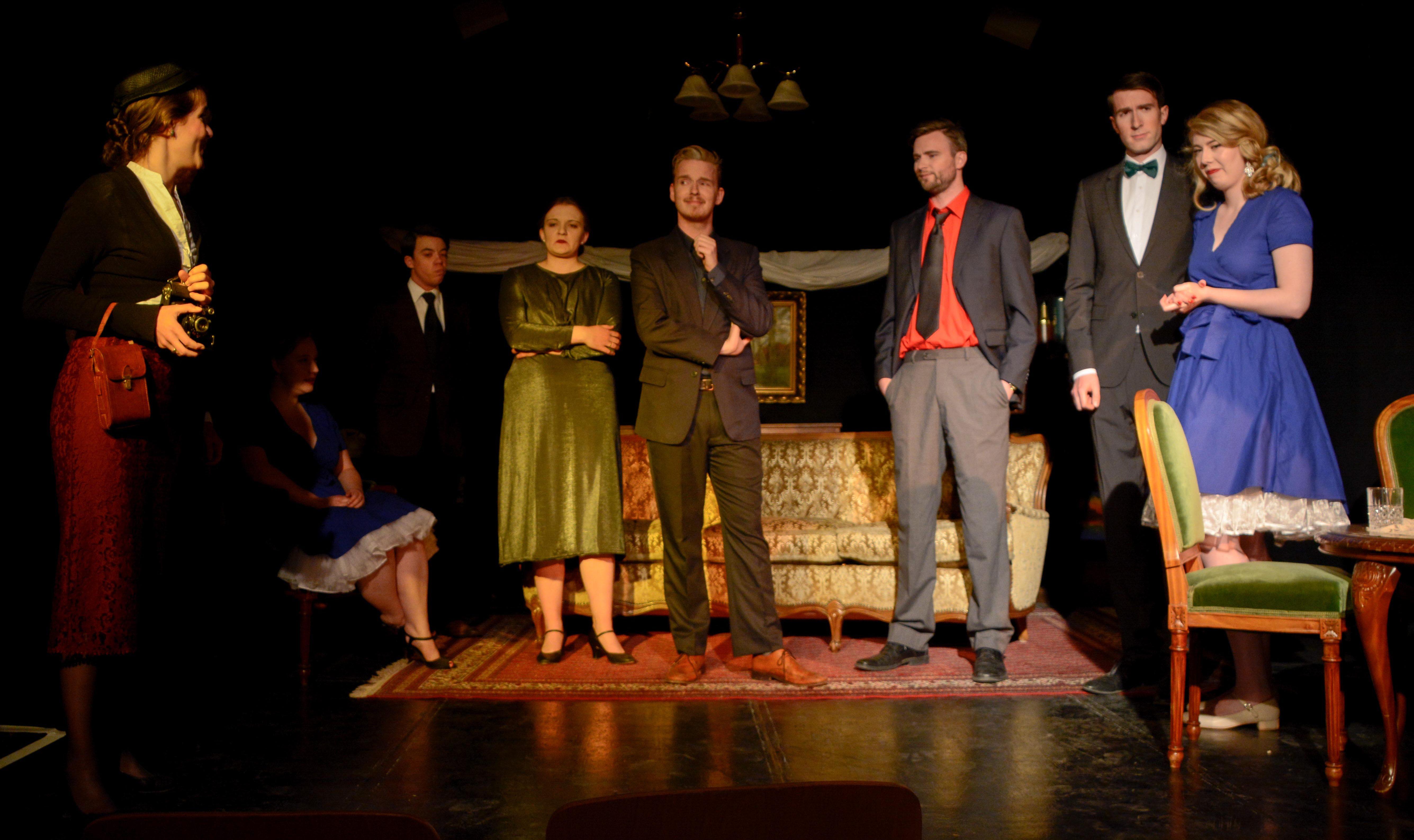 Die ganze Familie kommt am Abend vor Tracy Lords Hochzeit im Salon zusammen. Konflikte sind vorprogrammiert. (Bild: Philip Hiller)