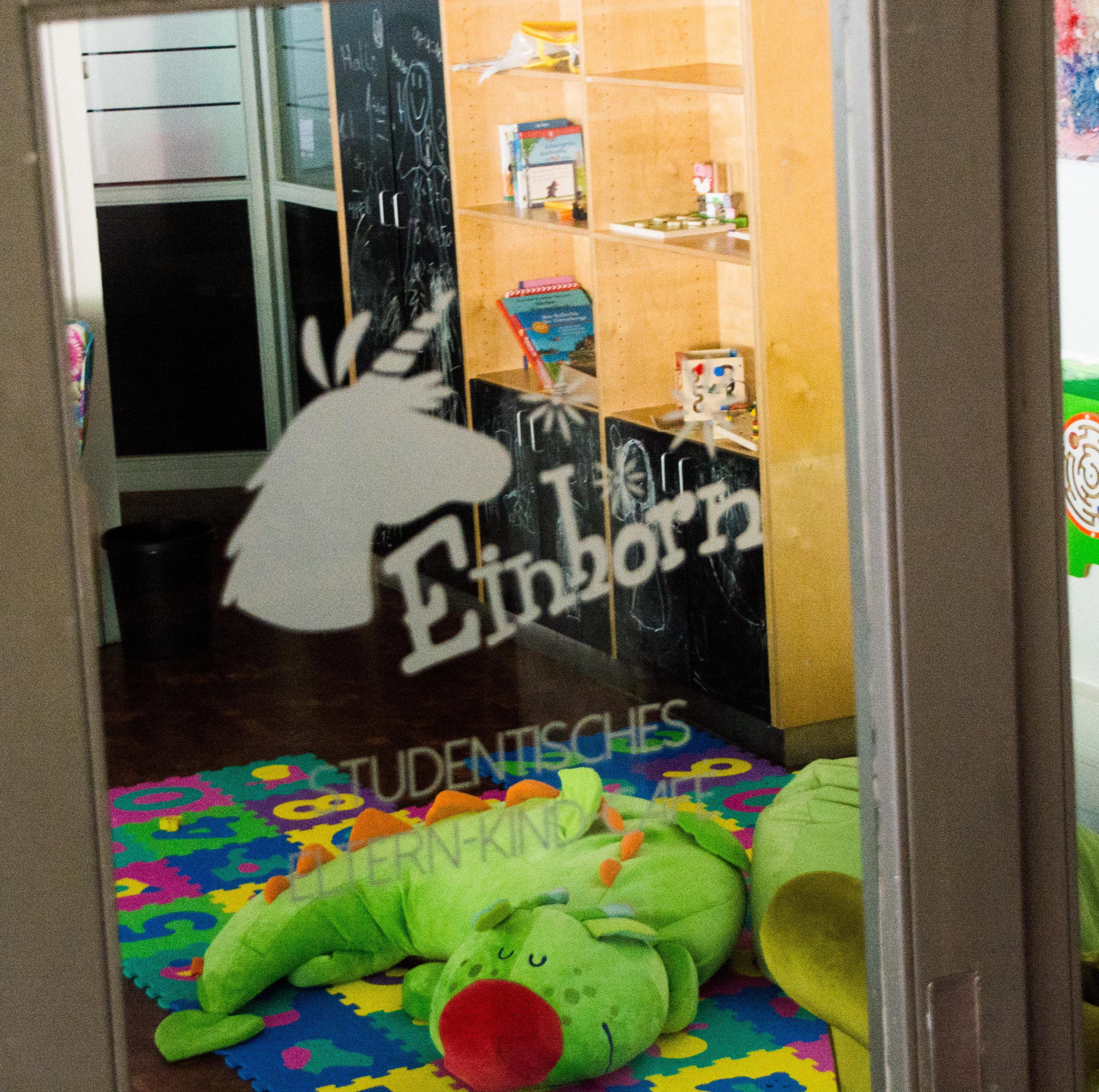 """Das """"Einhorn""""-Café in der Triplex-Mensa bietet studentischen Eltern Ruhe. Bild: Philip Hiller."""