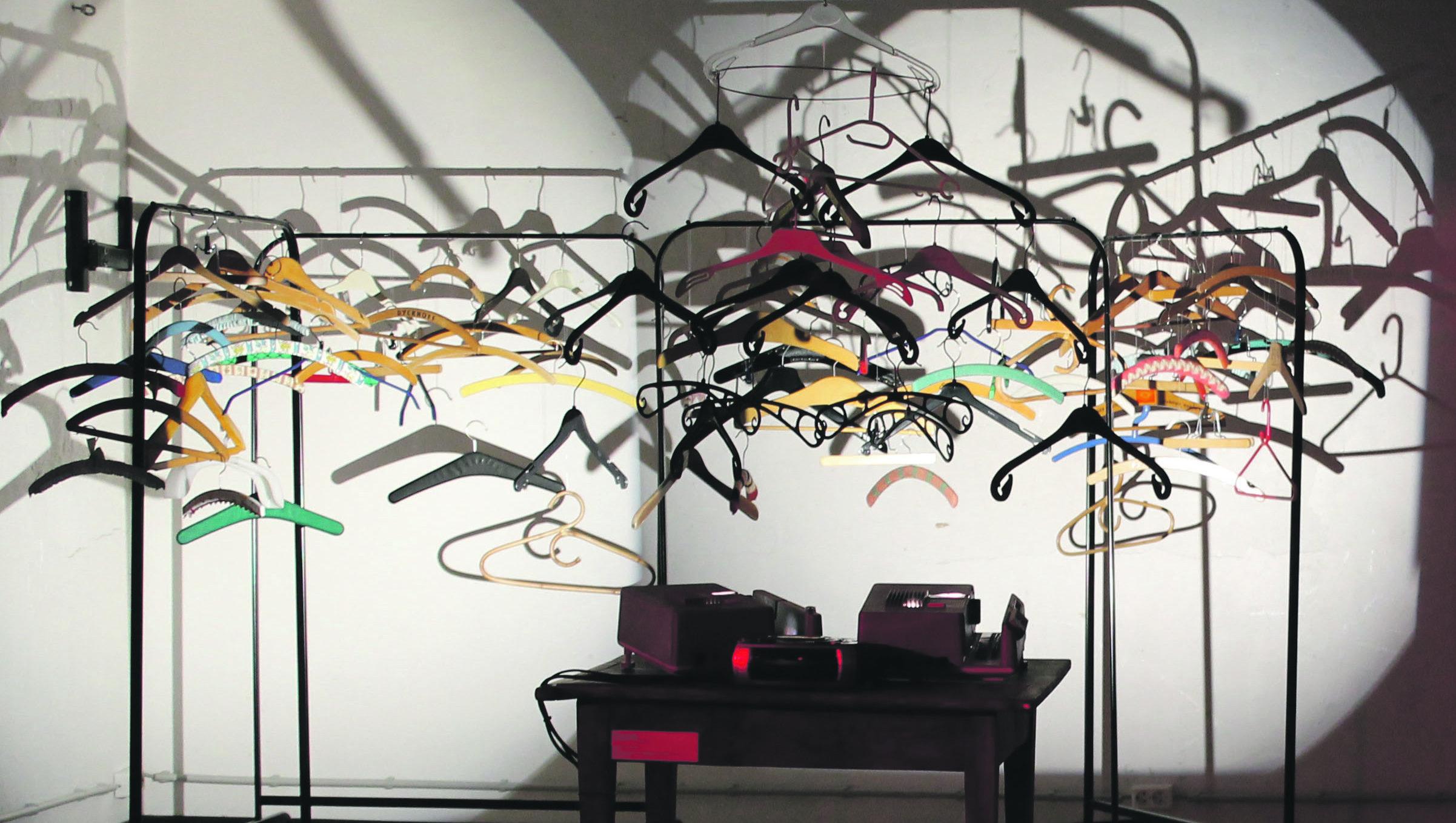 Die ausgestellten Werke spielen mit Wirklichkeit und Illusion. Bild: Deborah Hangings-Evans