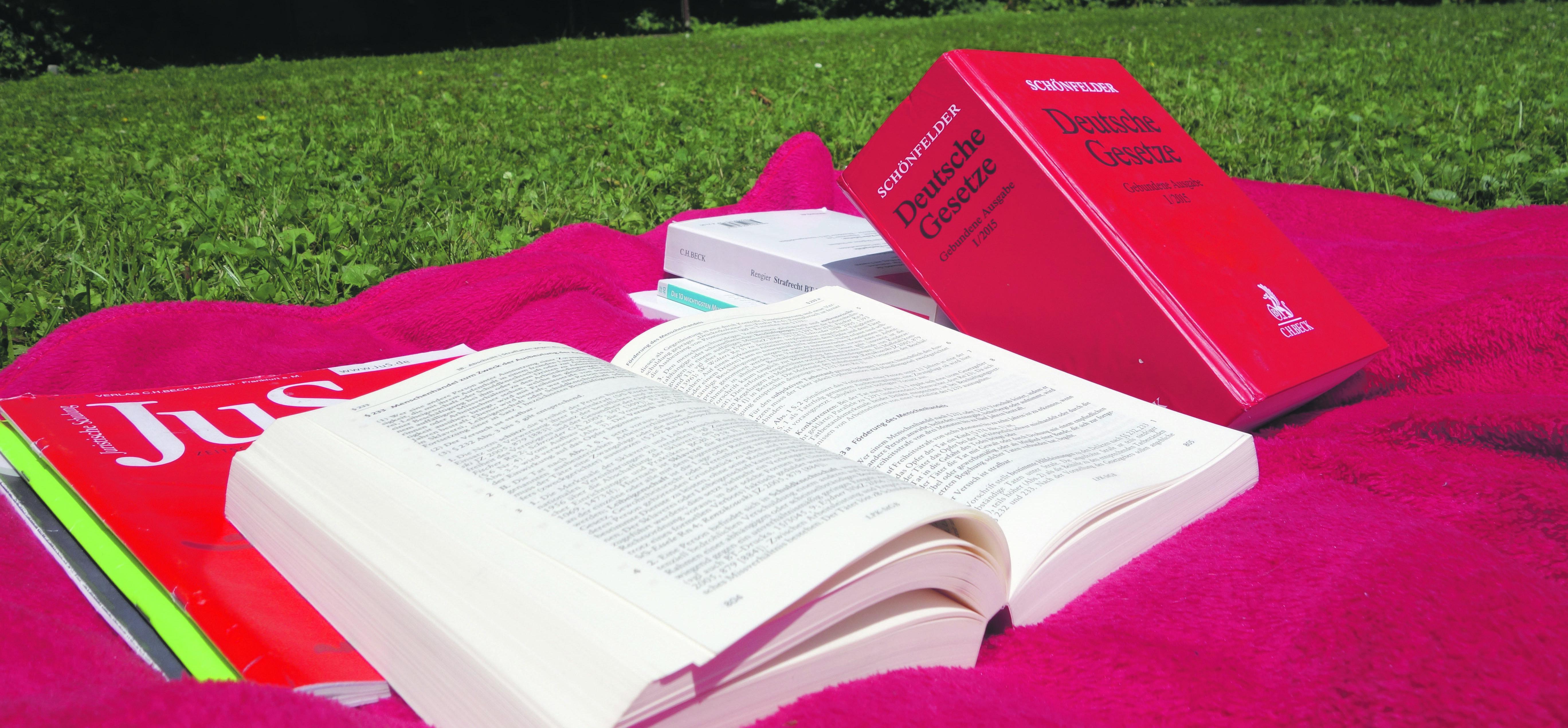 Auch die Freizeit wird von den Gesetzestexten bestimmt (Foto: Simon Koenigsdorff)