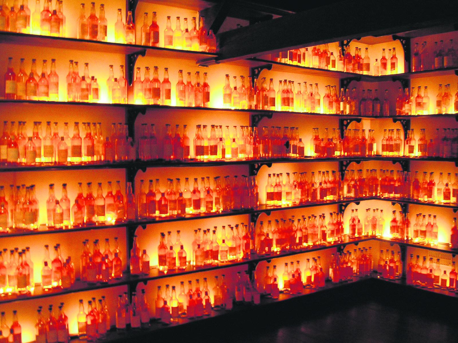 So viele Whiskys kann selbst der versierteste Whiskykenner nicht unterscheiden- aber die Zunge. Bild:  flickr.com/cowrin (https://flic.kr/p/4K9TaL) CC BY-NC 2.0 (https://creativecommons.org/licenses/by-nc/2.0/)