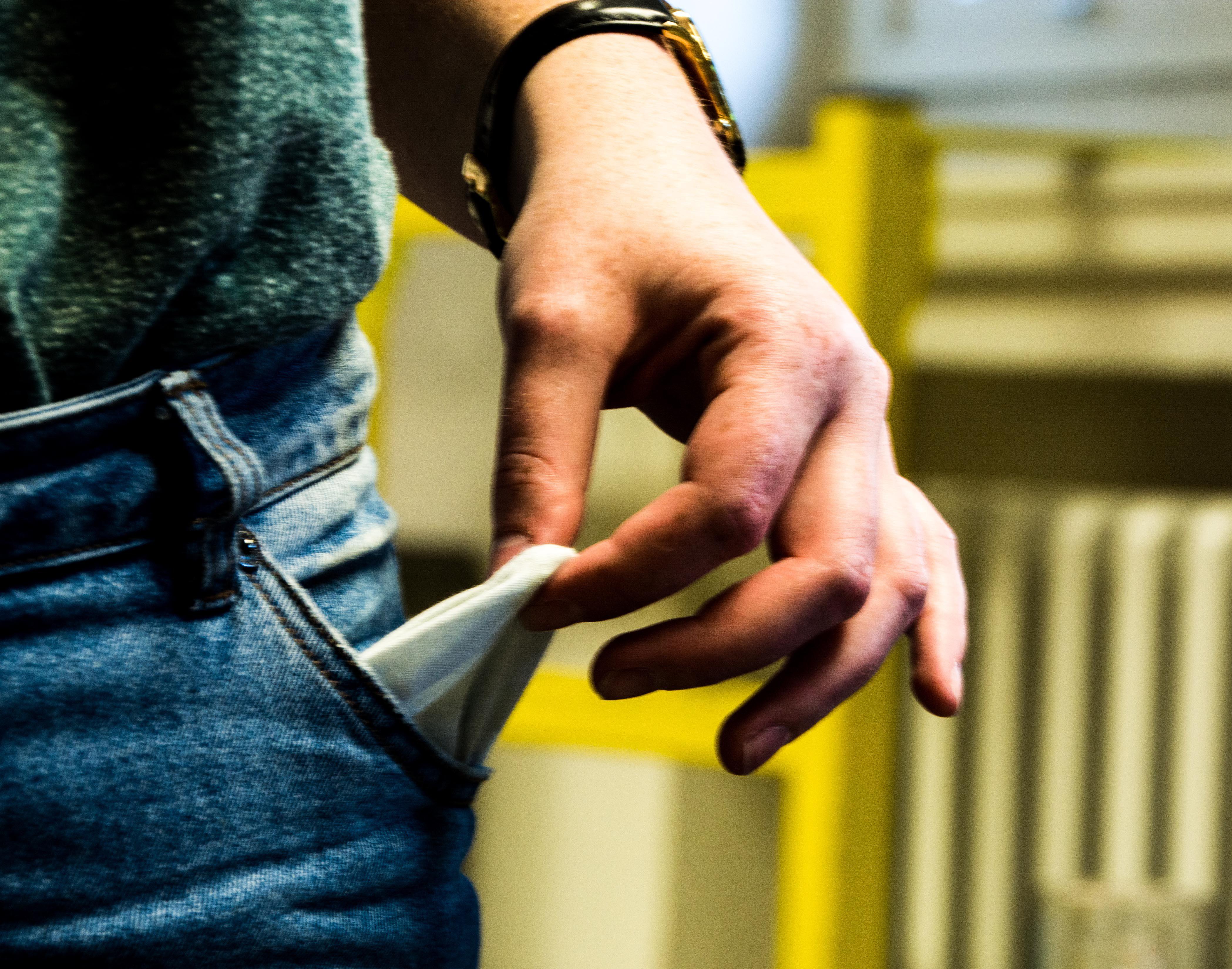 Kein Geld in der Tasche: Das Bafög ist zu niedrig. Bild: Philip Hiller