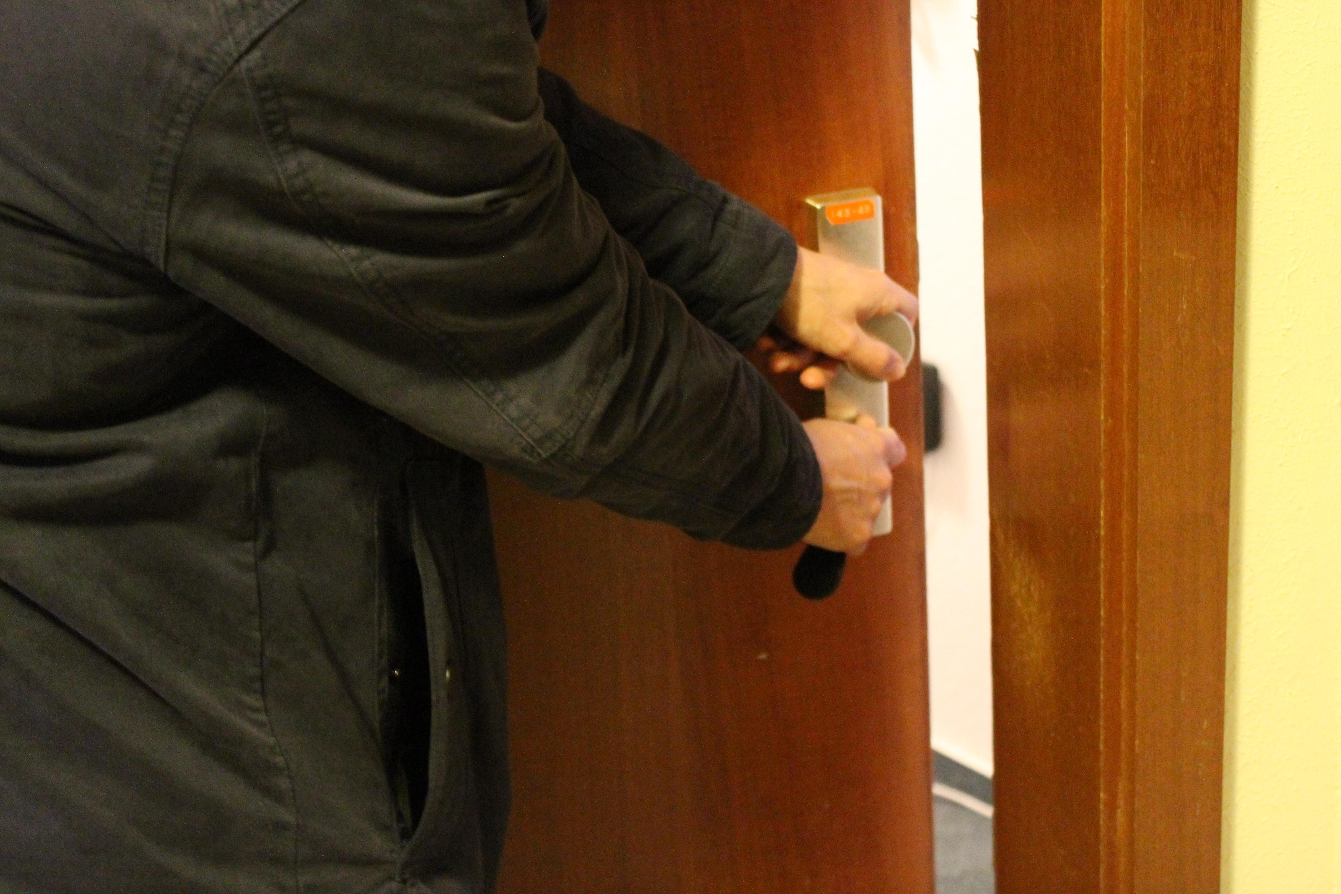 Überraschender Besuch: Hausmeister betraten mehrfach eigenmächtig Apartments. Bild: Simon Koenigsdorff