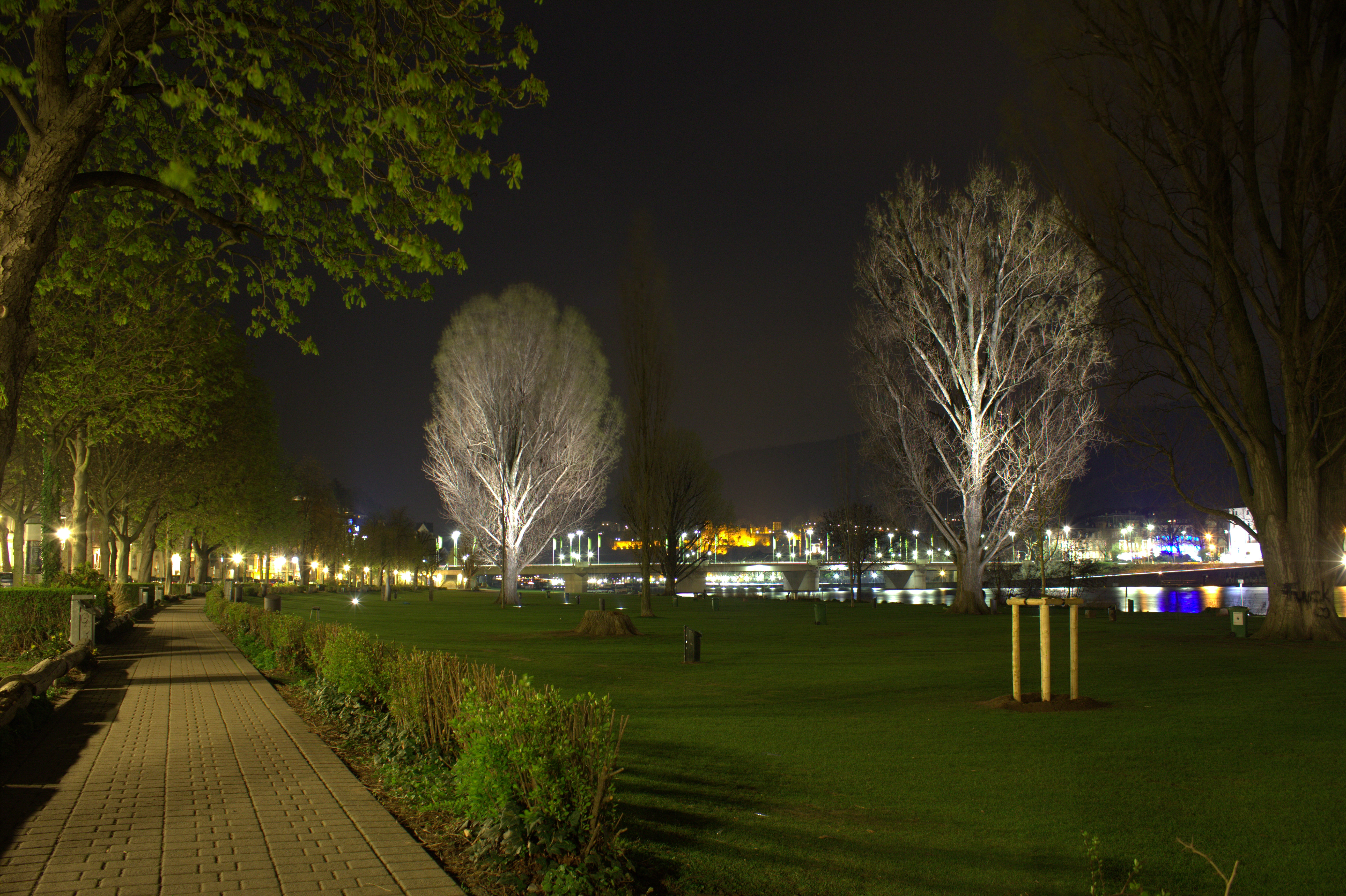 Romantik adé - schon bald soll hier die Nacht zum Tag werden. Bild: By JHenryW [CC BY-SA 3.0], from Wikimedia Commons