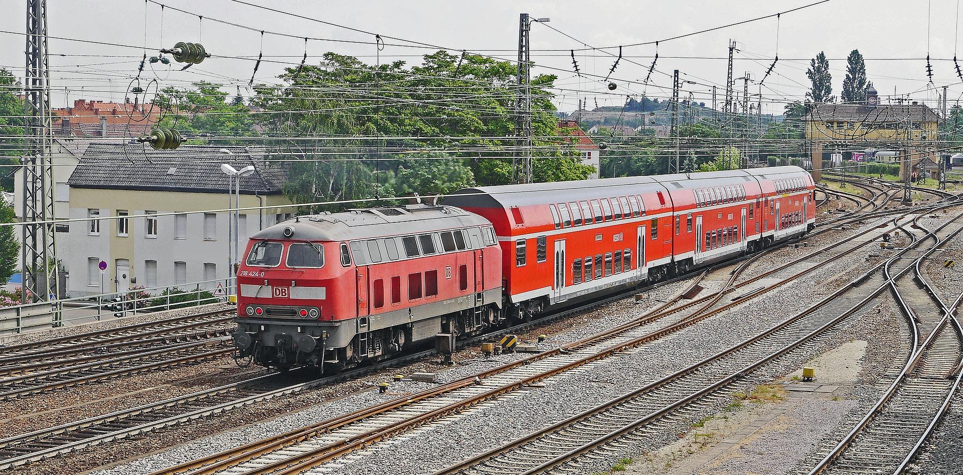 Mit einem landesweiten Semesterticket könnte es bald auch per Regionalexpress durch Baden-Württemberg gehen. Bild: Pixabay