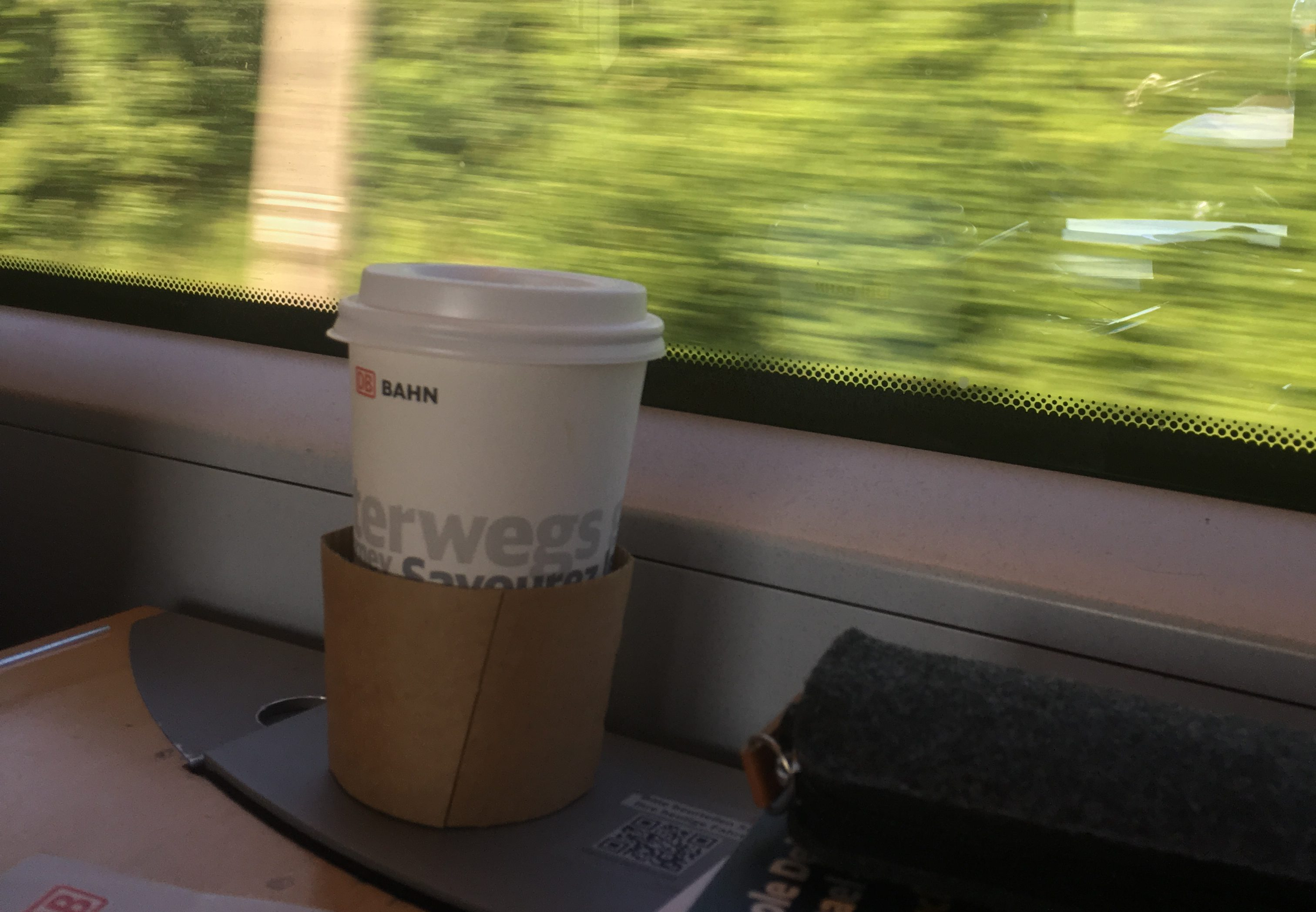 Der Kaffee-Service in den Zügen der Bahn. Bild: Bérènice Burdack.