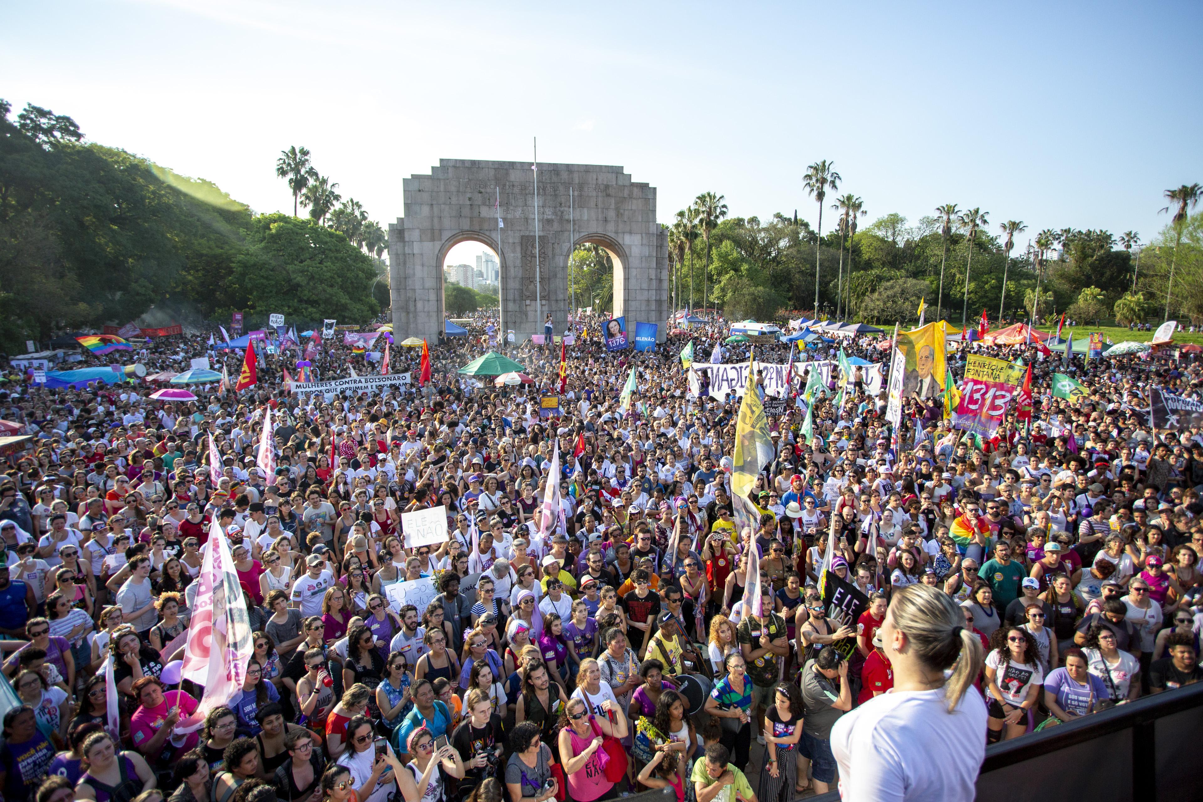 In Porto Alegre protestierten im September Tausende Brasilianer gegen den Präsidentschaftskandidaten. Foto: CPERS Sindicato, https://www.flickr.com/photos/159643680@N04/31143891048/, CC-BY-SA 2.0
