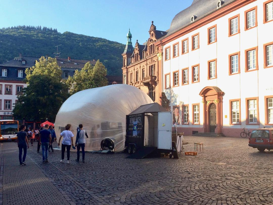 Der Raumfänger auf dem Uniplatz als Beispiel für pneumatische Architektur. Foto: Marcel Wälde