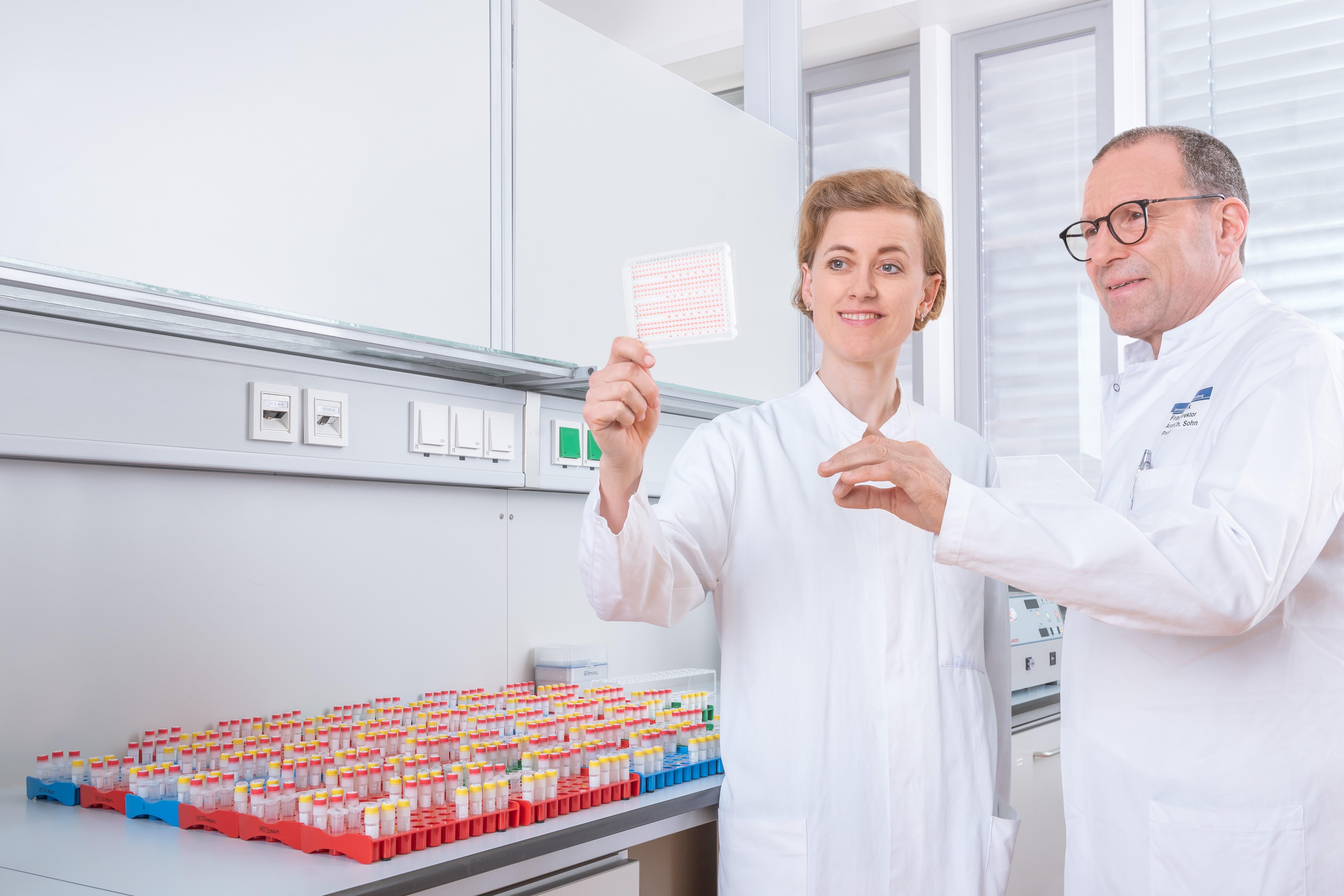 Die Professoren Sarah Schott und Christof Sohn von der Universitätsfrauenklinik haben im Februar den umstrittenen Bluttest vorgestellt