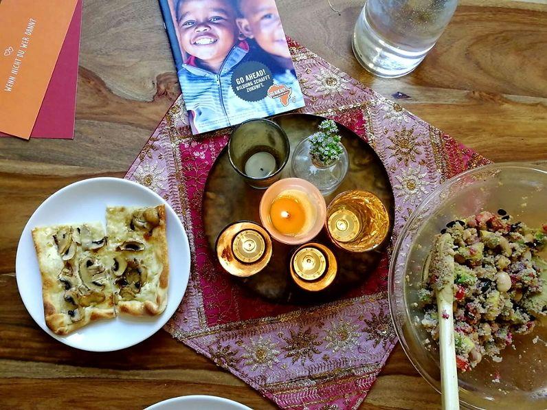 Begegnung bei Kerzenlicht und Couscoussalat Foto: Go Ahead!