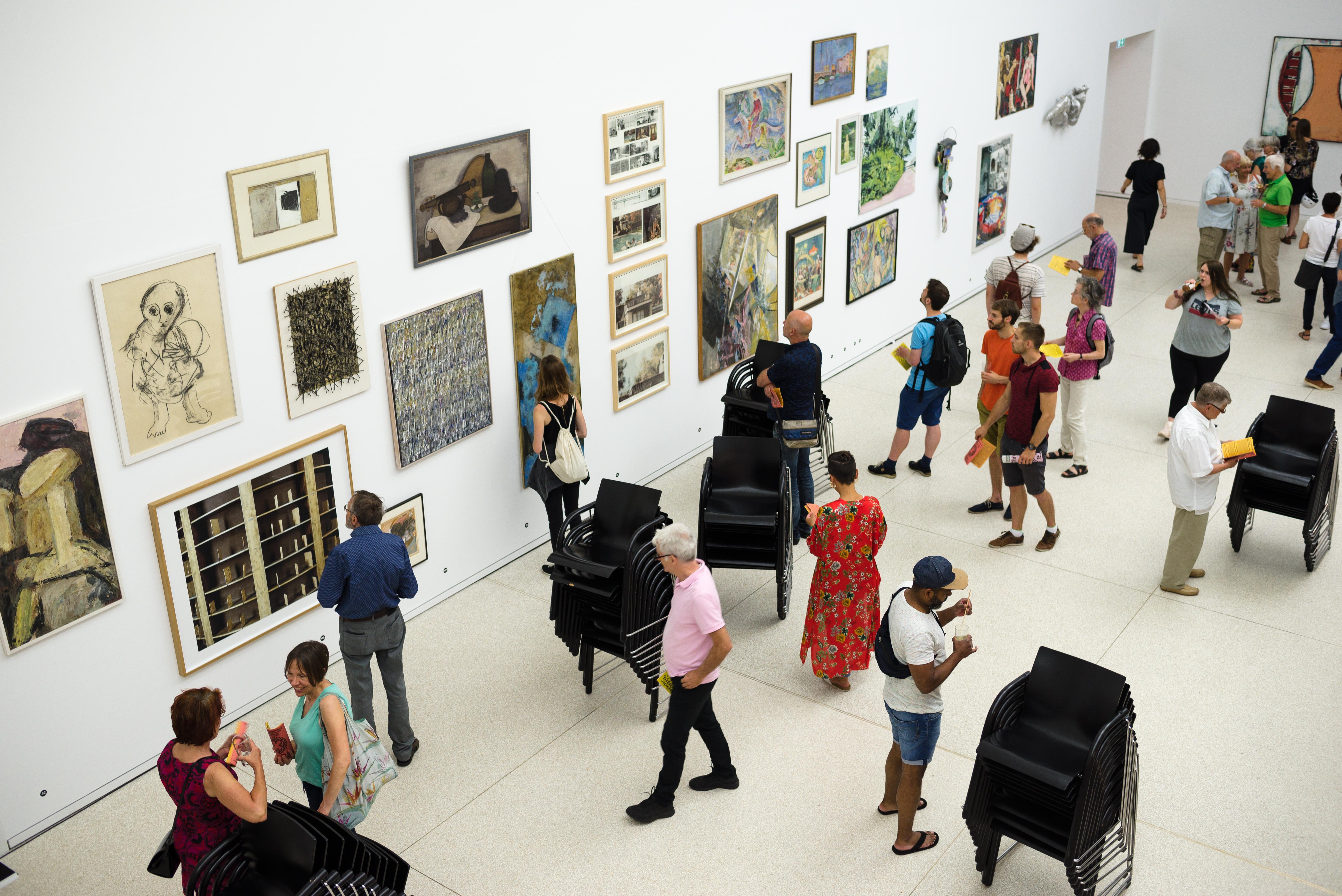 In der Mitgliederausstellung findet sich Kunst vieler verschiedener Epochen. Foto: Nicolaus Niebylski
