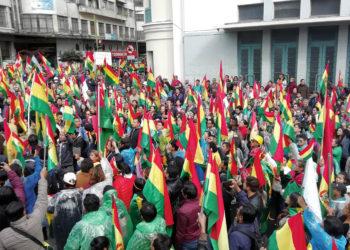 Tausende Demonstranten üben Druck auf die Regierung aus. Foto: Pascal Schumann