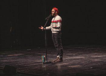 Philipp Herold verzaubert sein Publikum mit Sprache. Foto: Foto: Hannah Boomgarden