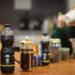 Mutig trinkt unsere Autorin ihre tägliche Dosis koffeinhaltiger Getränke. Foto: Nicolaus Niebylski