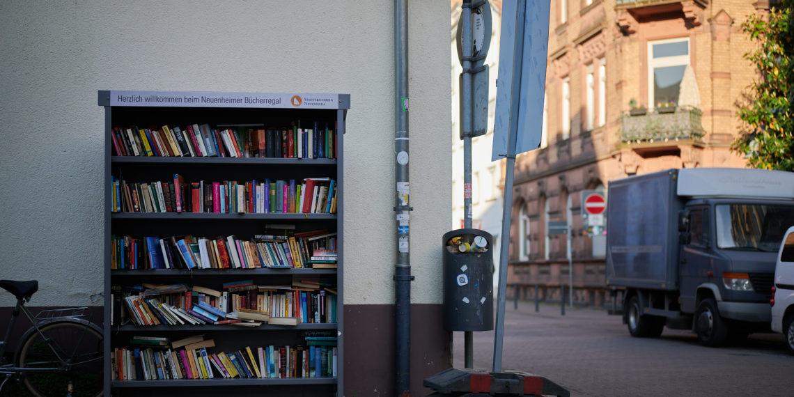 Öffentliche Bücherregale bieten Einblicke in Literatur jenseits der Bestsellerlisten. Foto: Nicolaus Niebylski