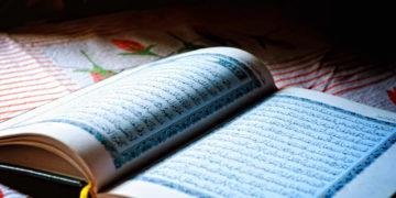 Gerade während des Ramadan beschäftigen sich viele Muslime intensiv mit dem Koran. Foto: pxfuel