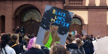 4000 Menschen versammelten sich vor dem Mannheimer Schloss / Foto: Natascha Koch