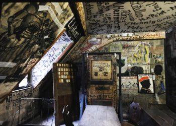 Die Wände des Karzers sind über und über mit Schriftzügen bedeckt. Foto: Ferhat Neptun
